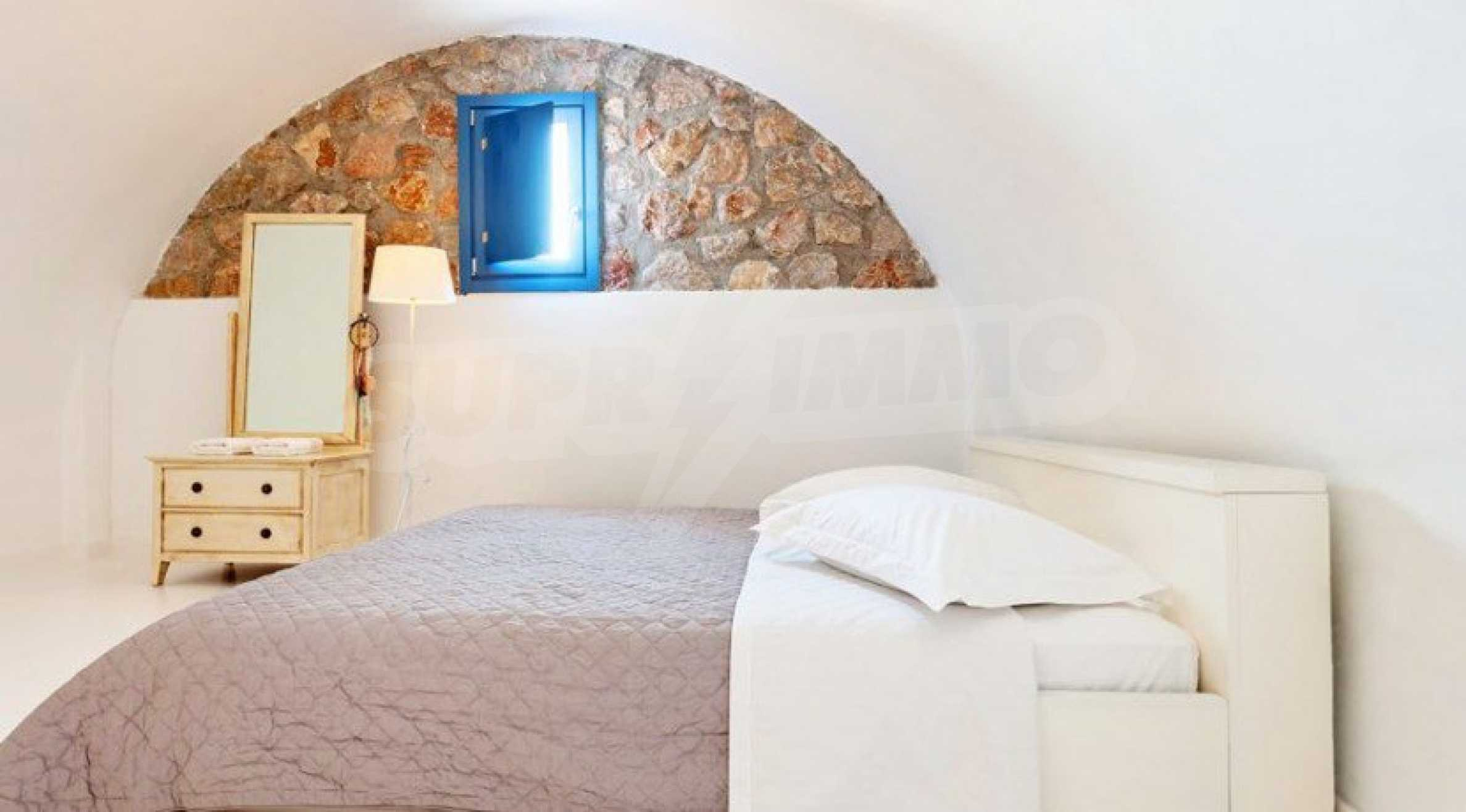 Първокласен имот до Белия плаж на остров Санторини 12