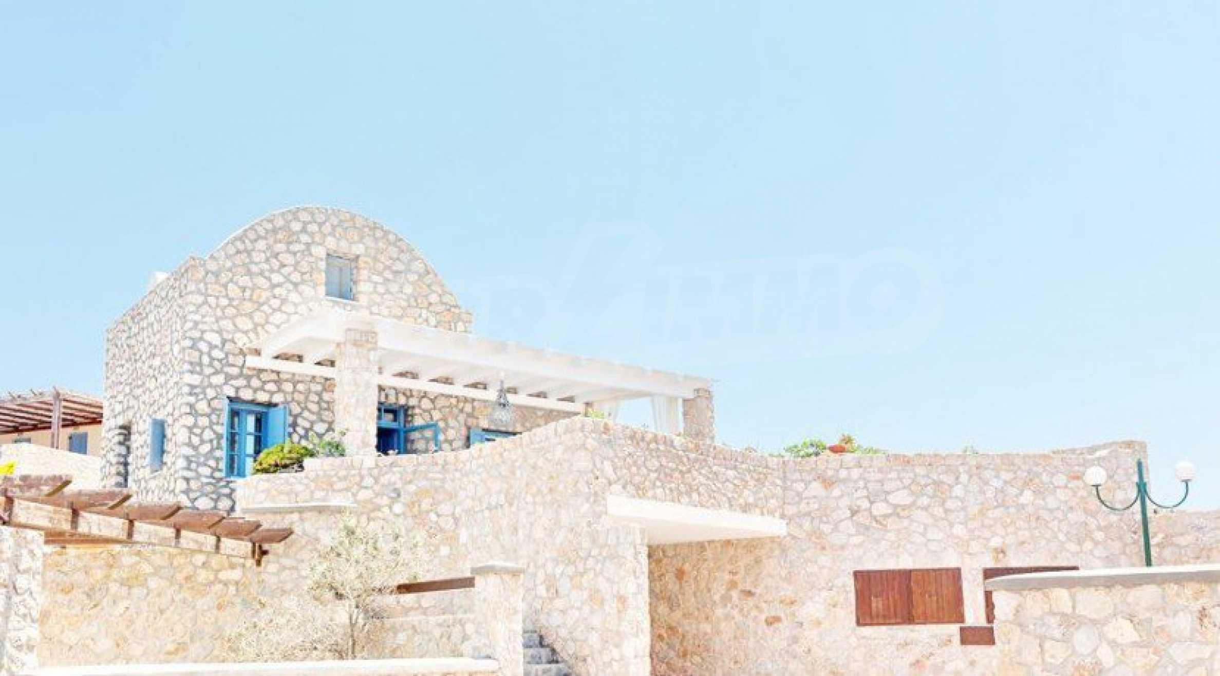Първокласен имот до Белия плаж на остров Санторини 13