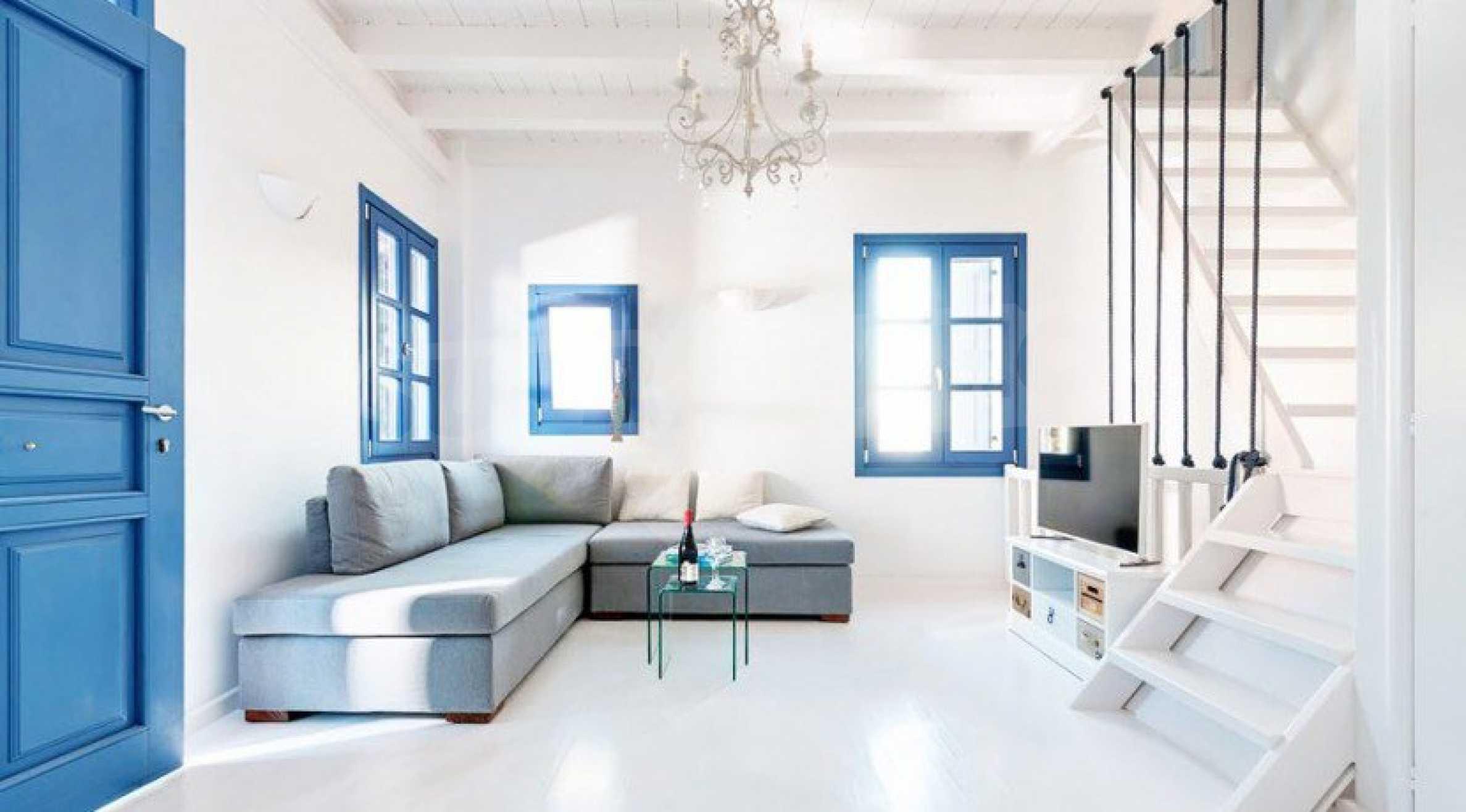 Първокласен имот до Белия плаж на остров Санторини 3