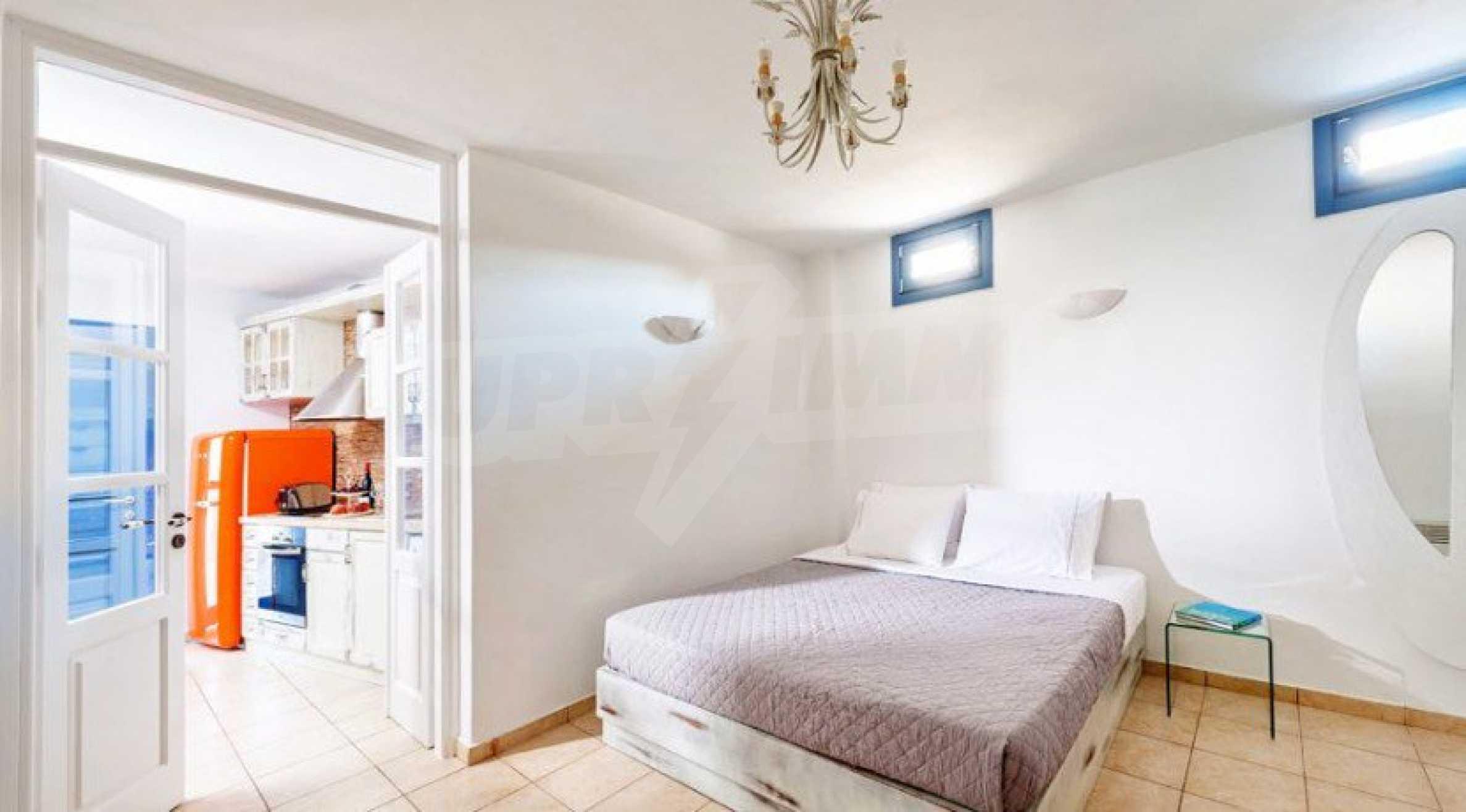 Първокласен имот до Белия плаж на остров Санторини 7