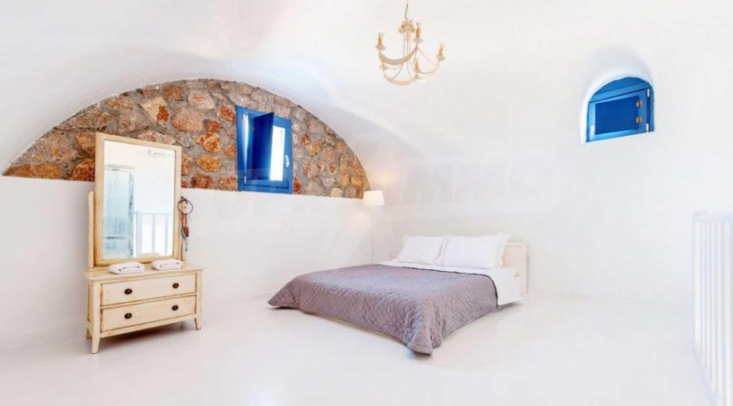 Първокласен имот до Белия плаж на остров Санторини 8