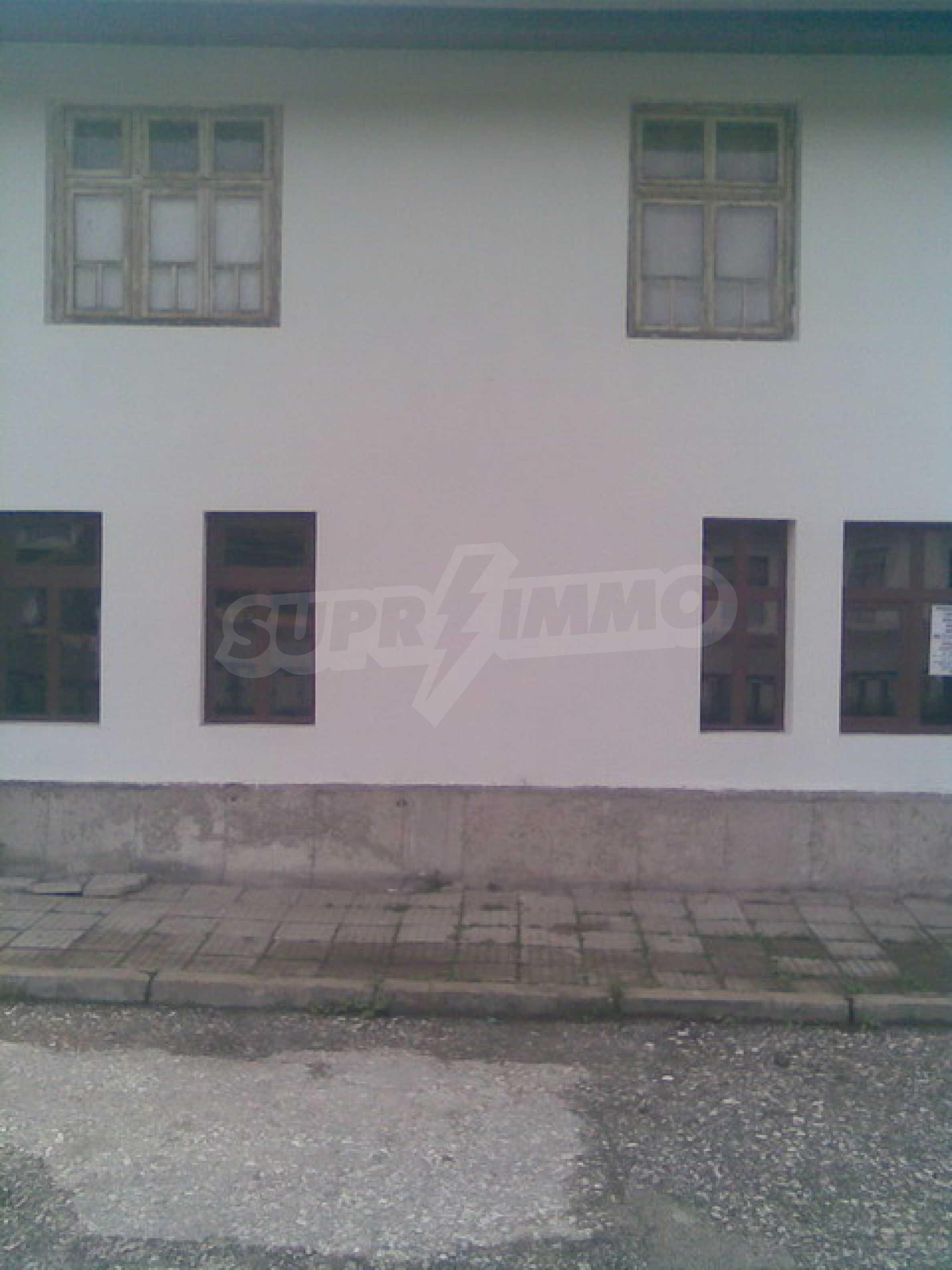 Ремонтиран етаж от къща в идеален център на град Трявна