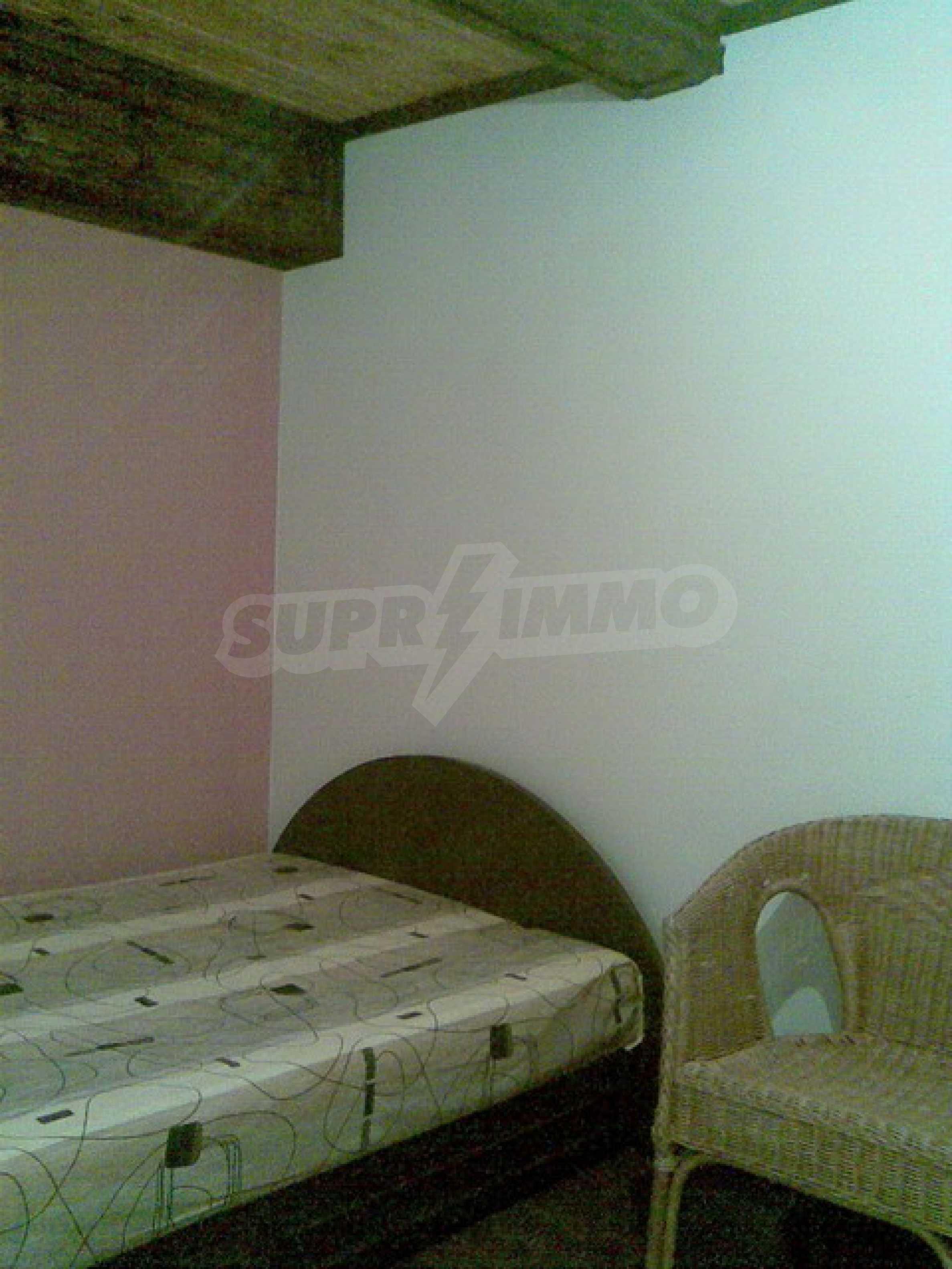 Ремонтиран етаж от къща в идеален център на град Трявна 1