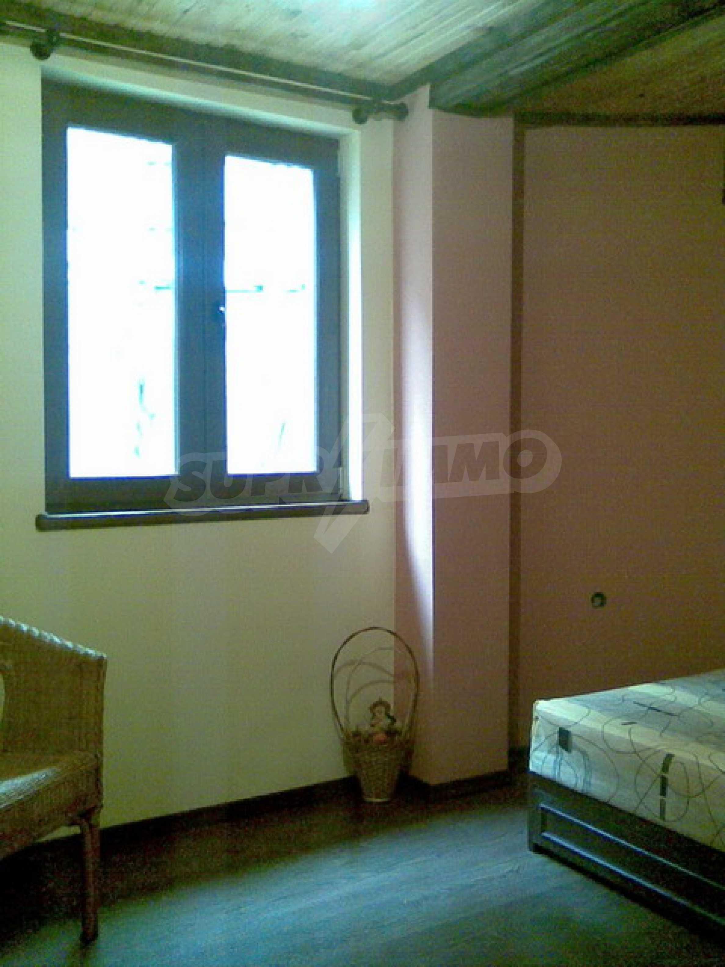 Ремонтиран етаж от къща в идеален център на град Трявна 2