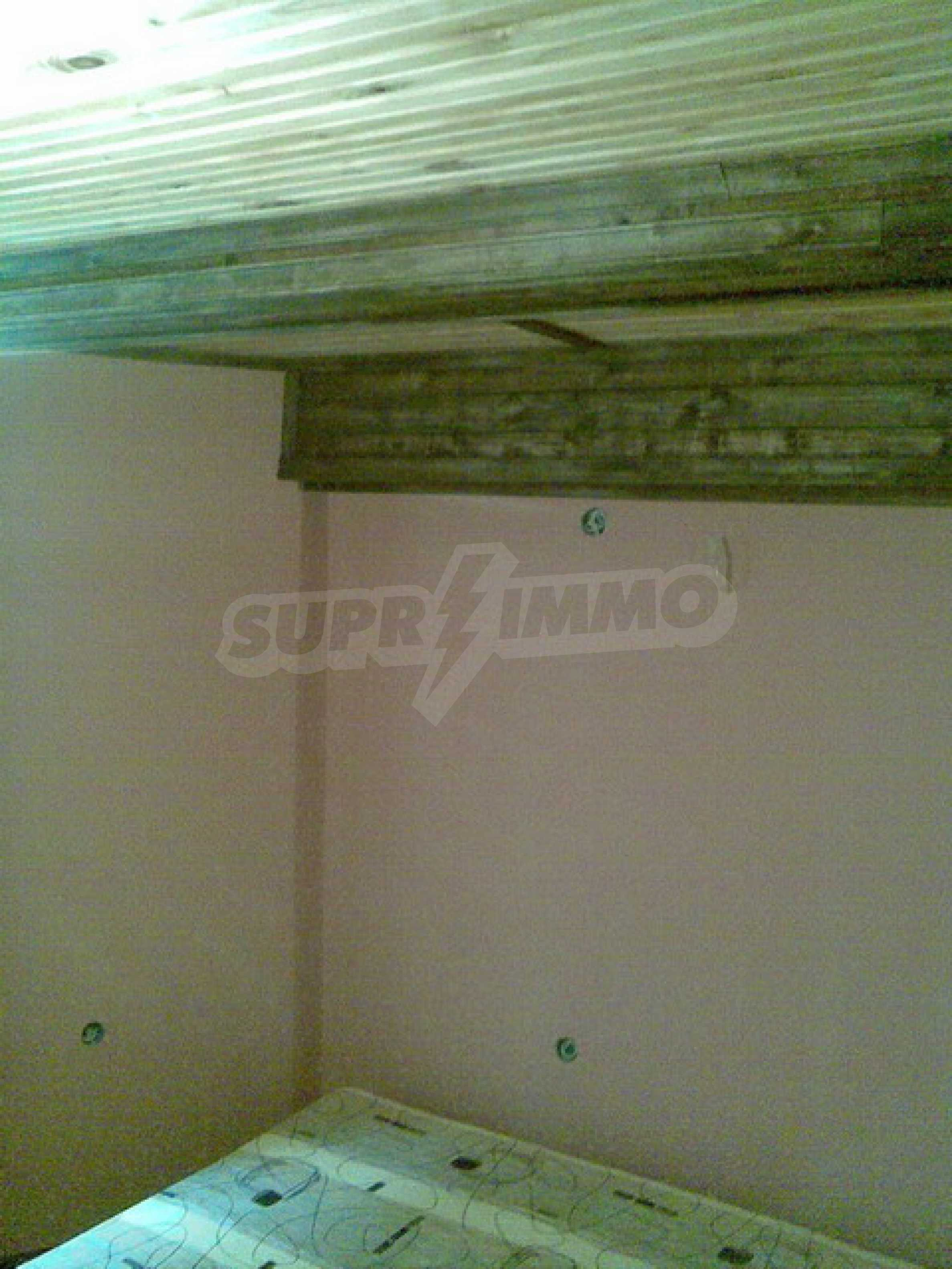 Ремонтиран етаж от къща в идеален център на град Трявна 3