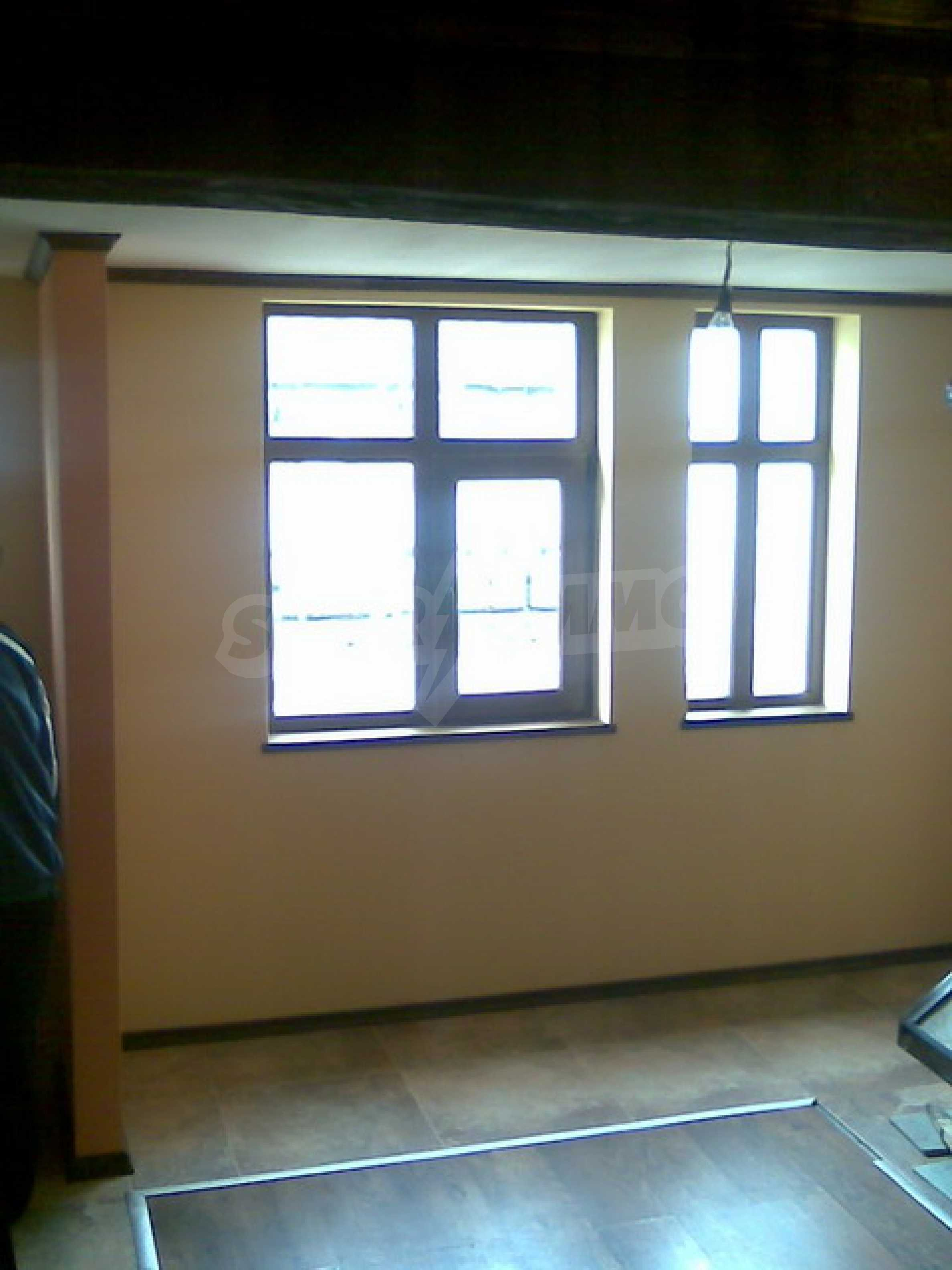 Ремонтиран етаж от къща в идеален център на град Трявна 6