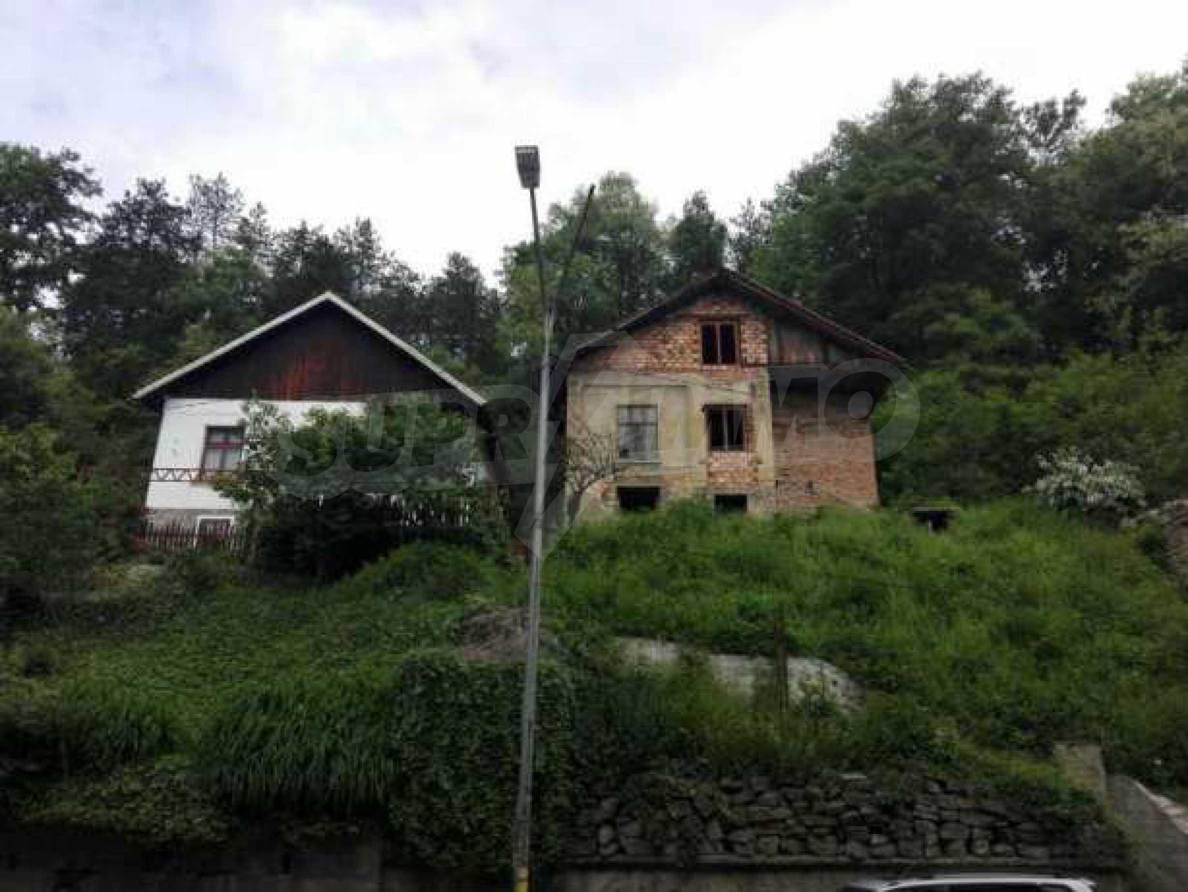 Триетажна къща с двор  в град Габрово