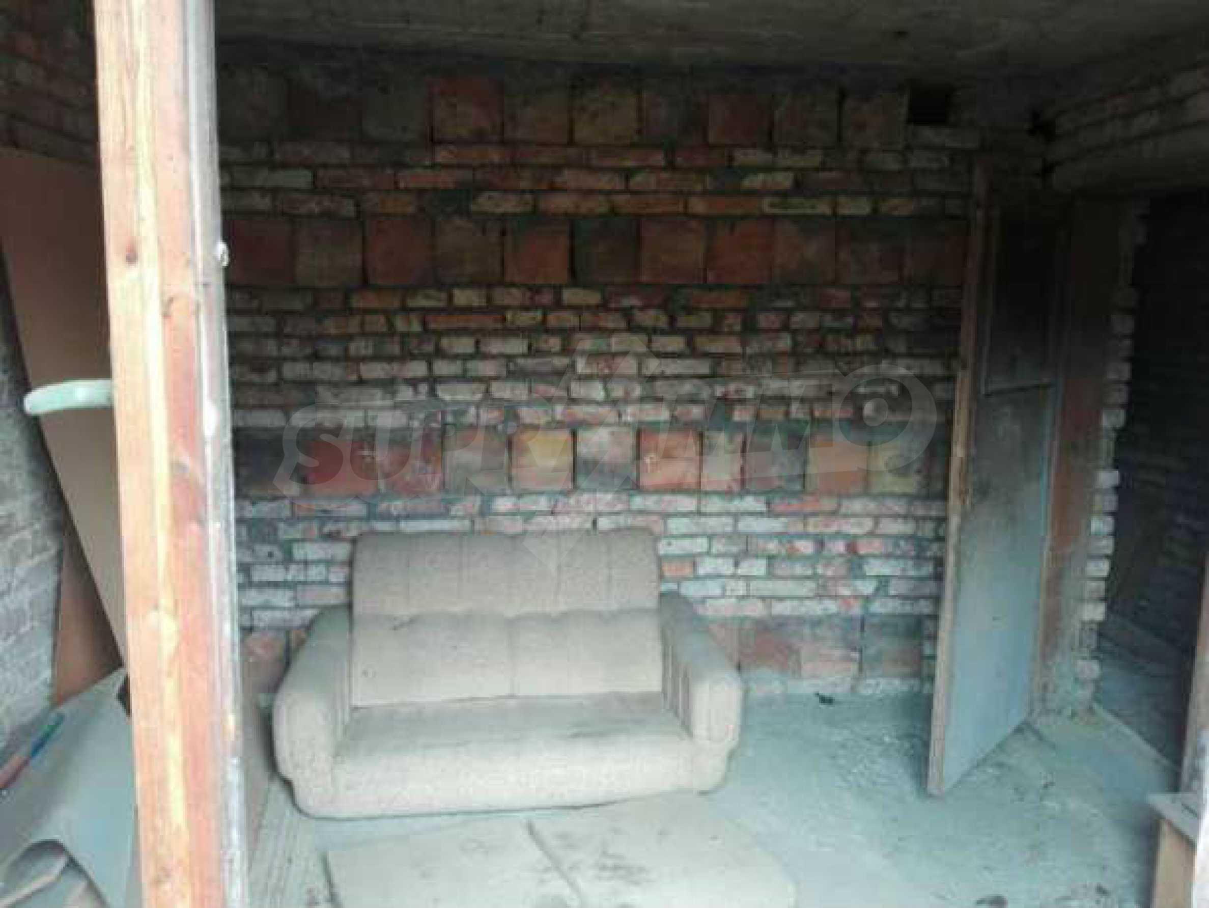 Триетажна къща с двор  в град Габрово  3