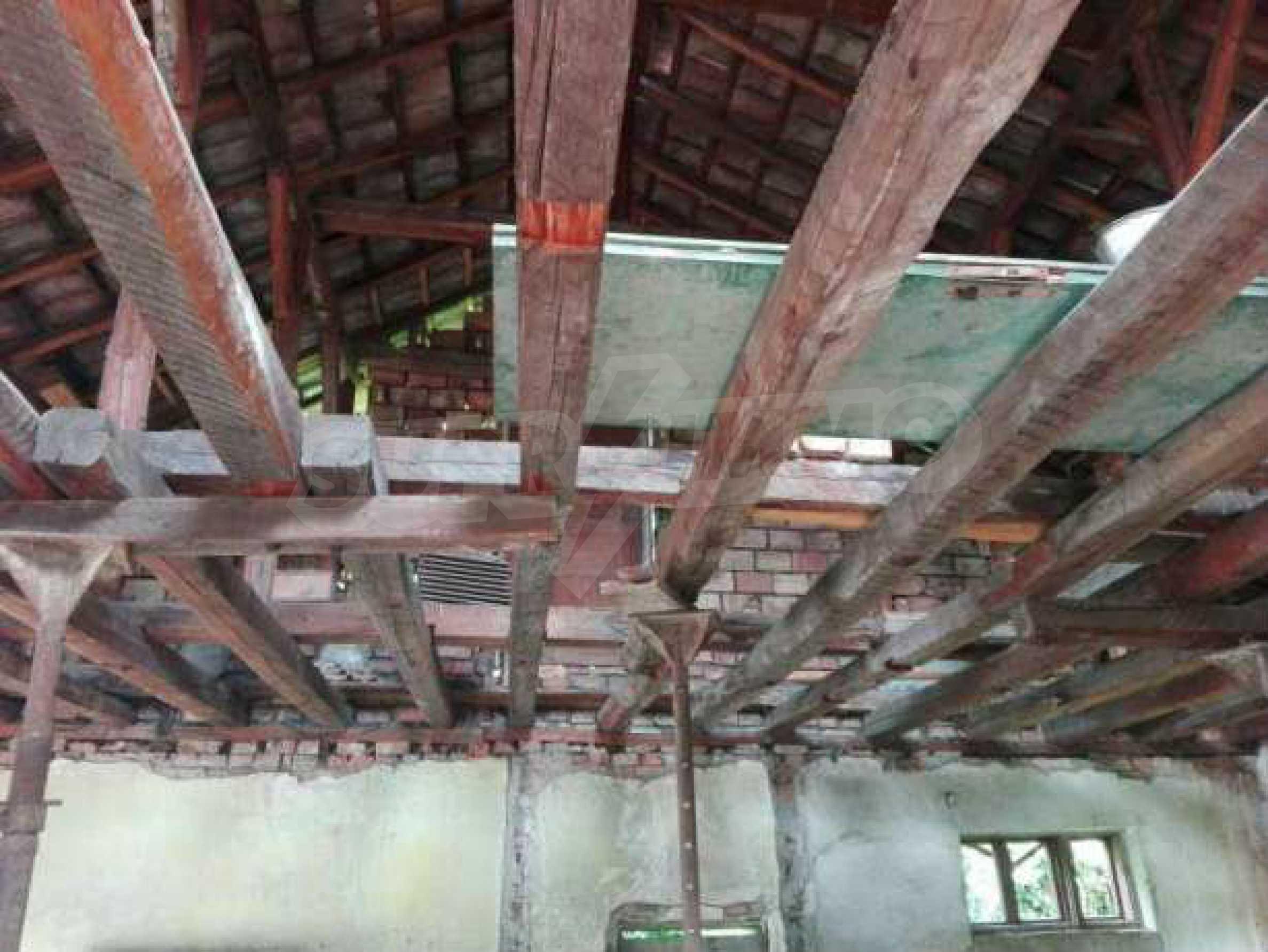 Триетажна къща с двор  в град Габрово  4