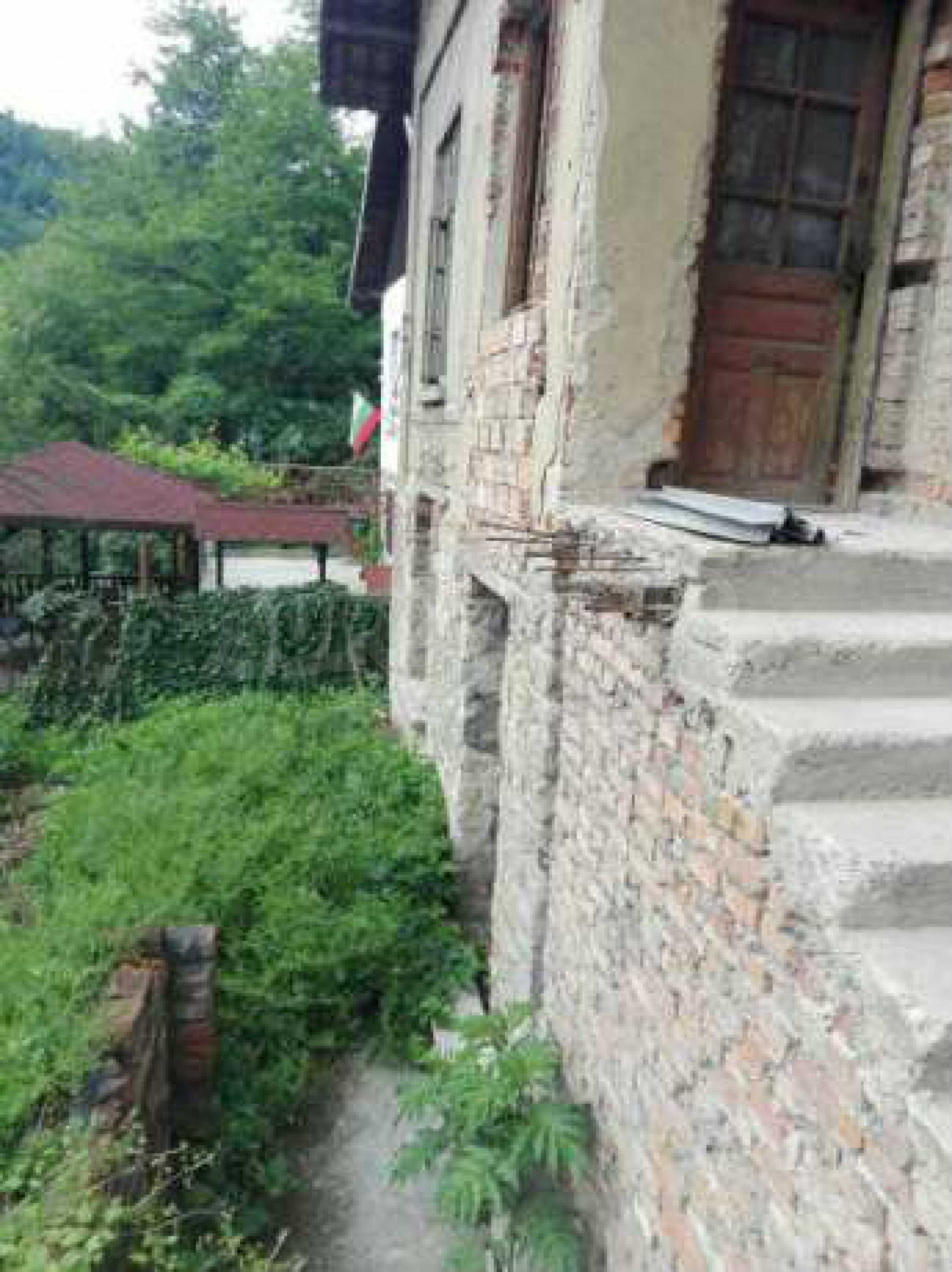 Триетажна къща с двор  в град Габрово  7