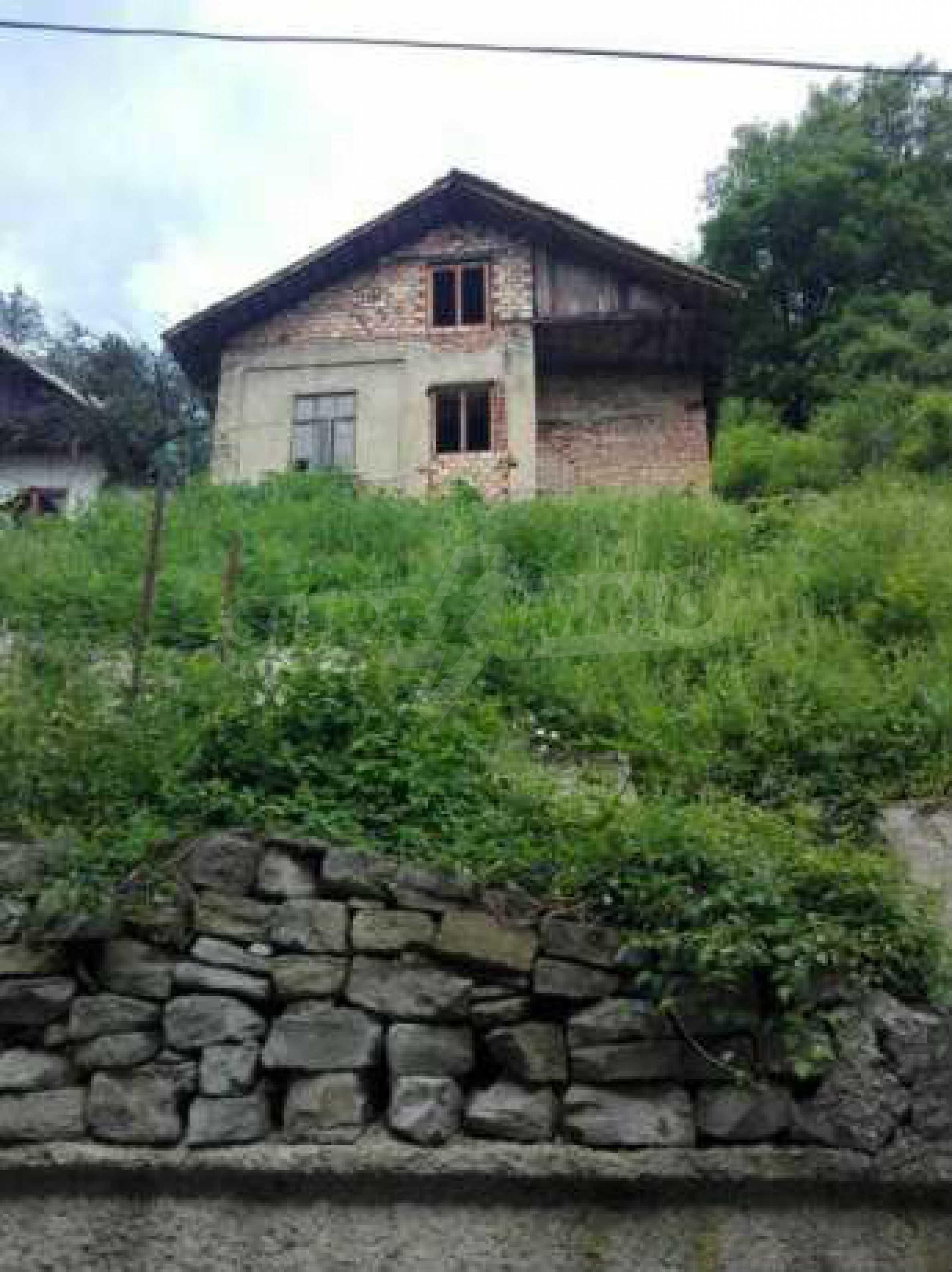 Триетажна къща с двор  в град Габрово  8