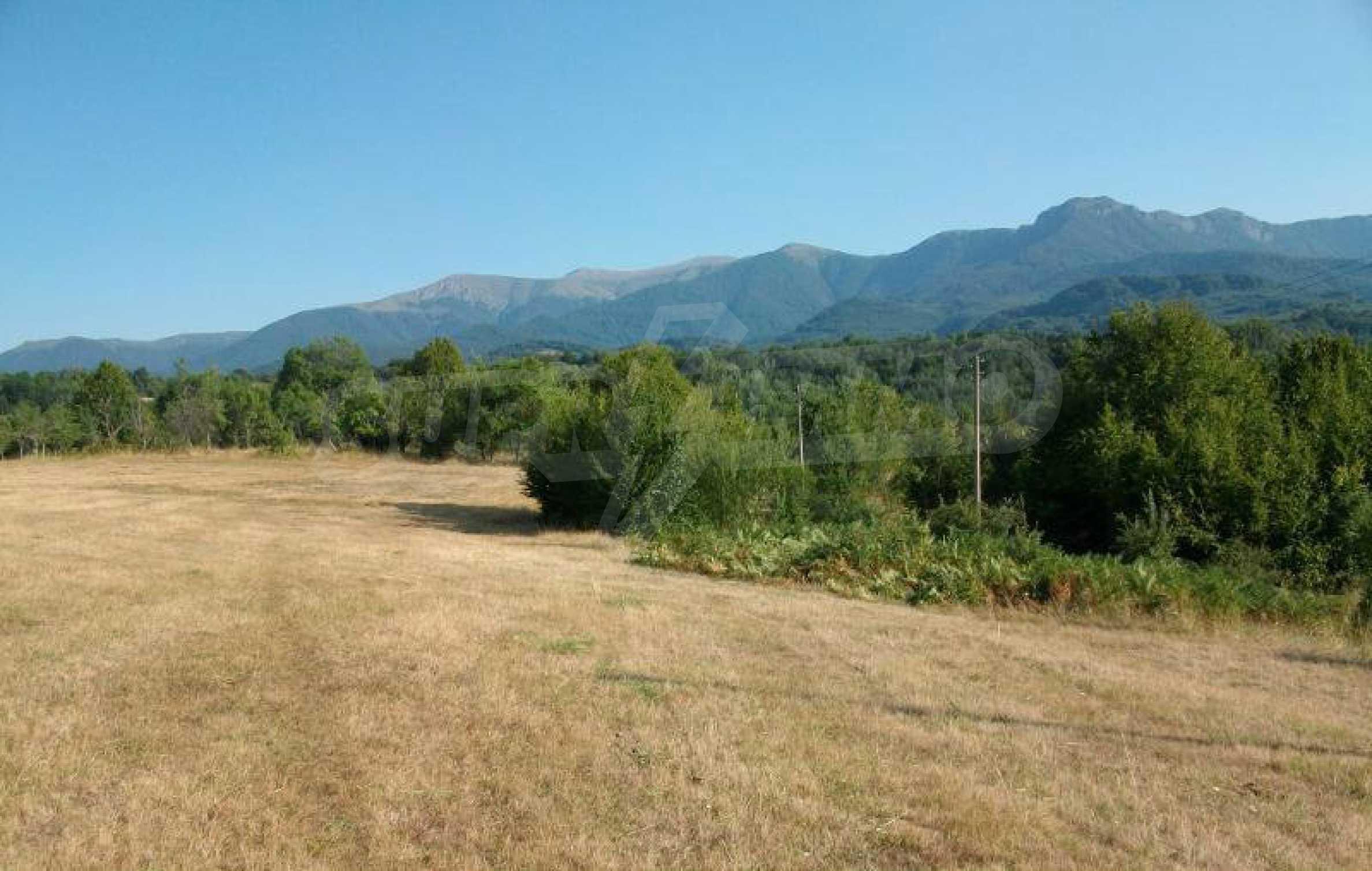 Hof mit einer schönen Aussicht, in einem Dorf 6 km von der Stadt Apriltsi entfernt