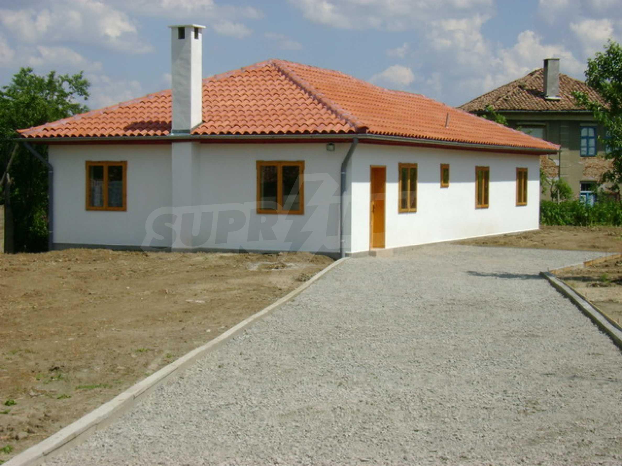 Чудесен селски имот само на 12 км от Велико Търново  1