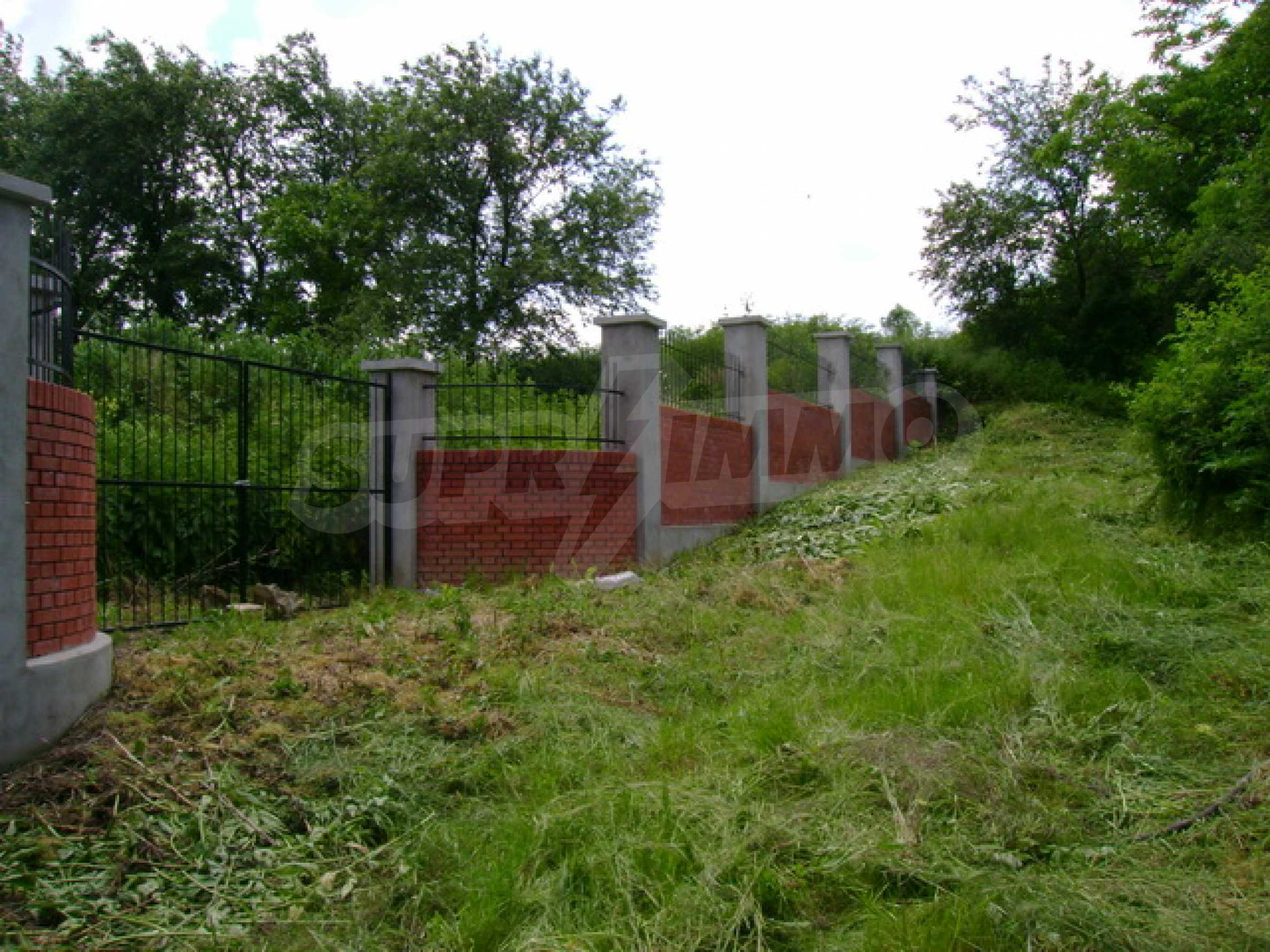 Чудесен селски имот само на 12 км от Велико Търново  11