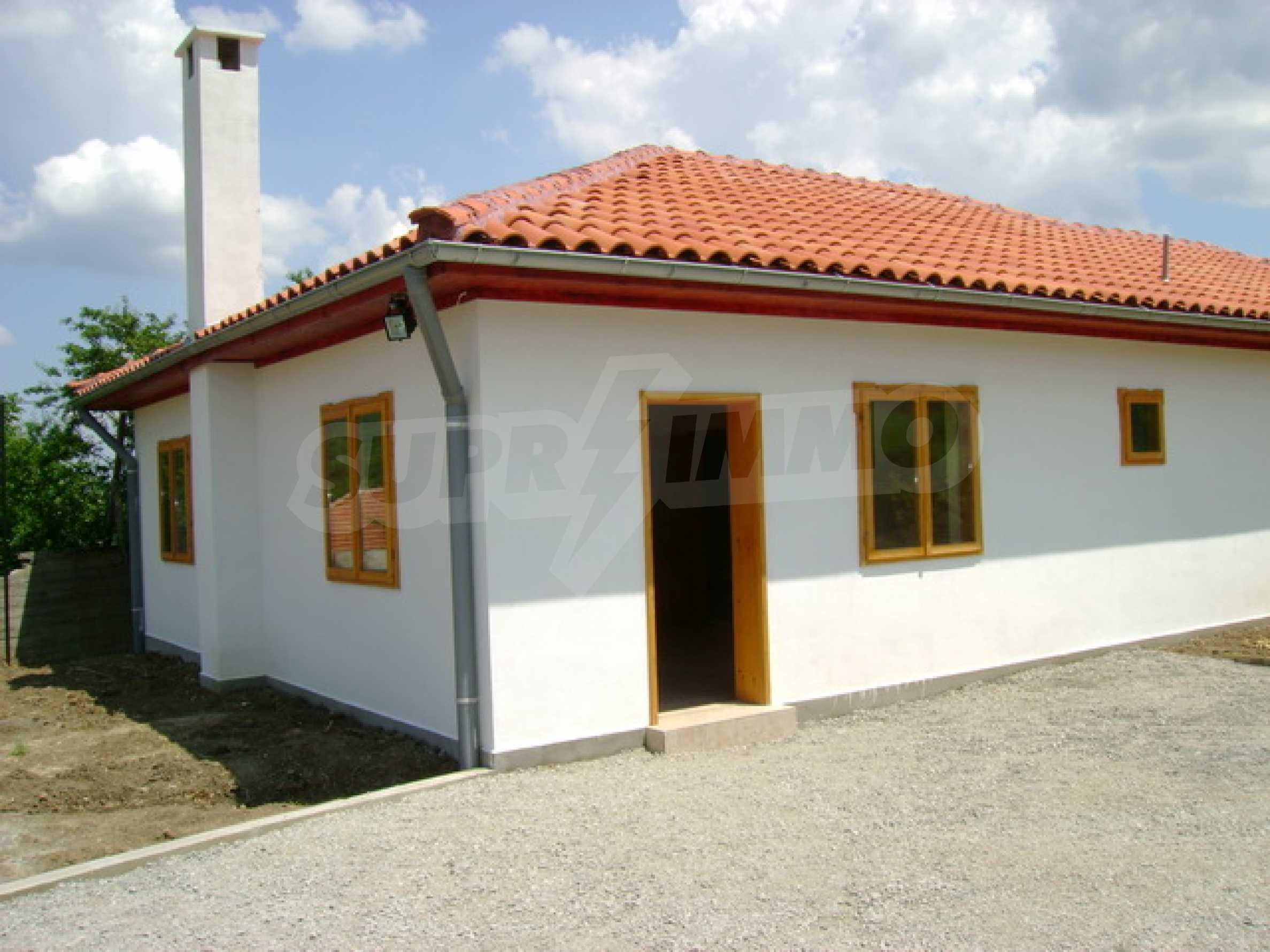 Чудесен селски имот само на 12 км от Велико Търново  2