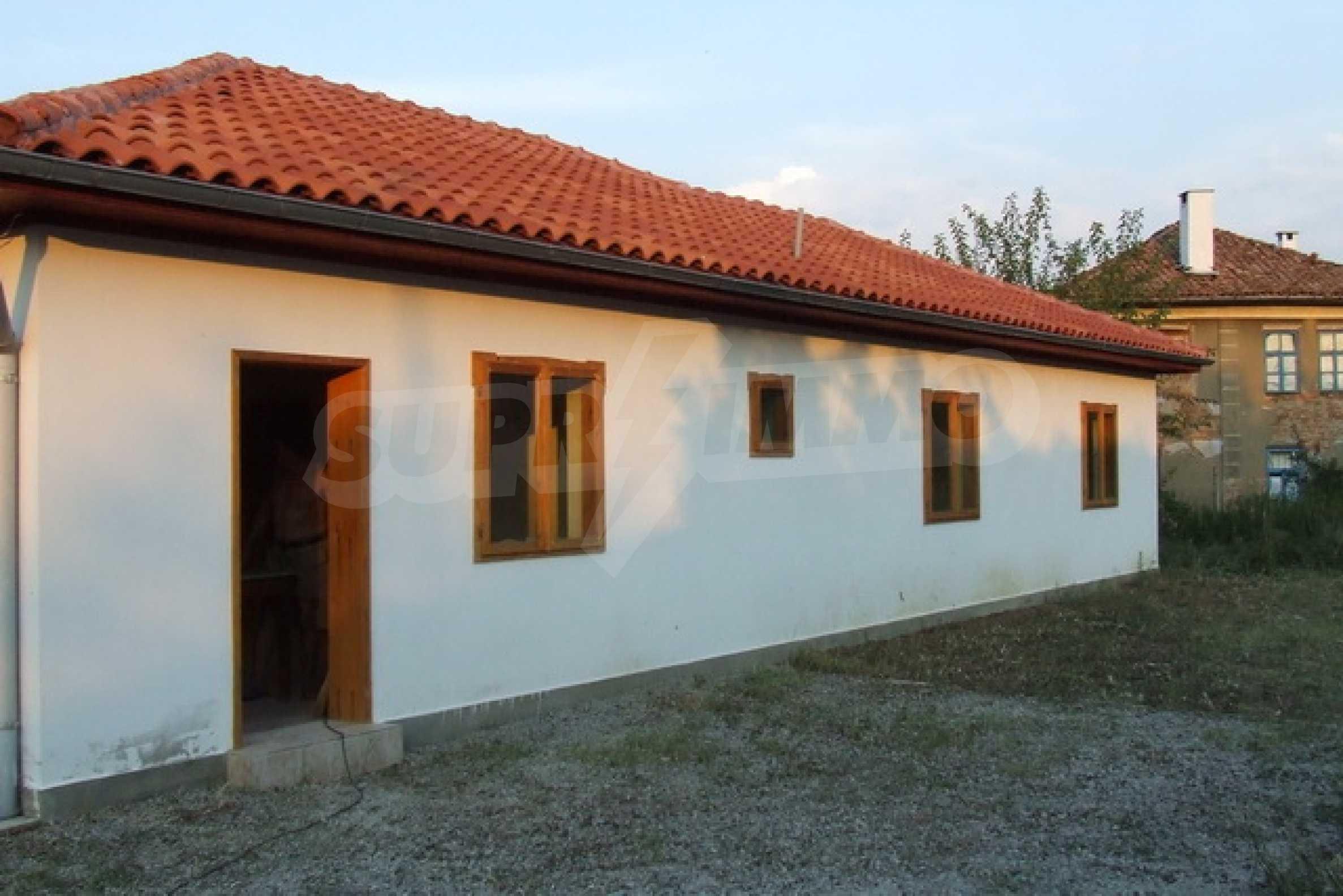 Чудесен селски имот само на 12 км от Велико Търново  3