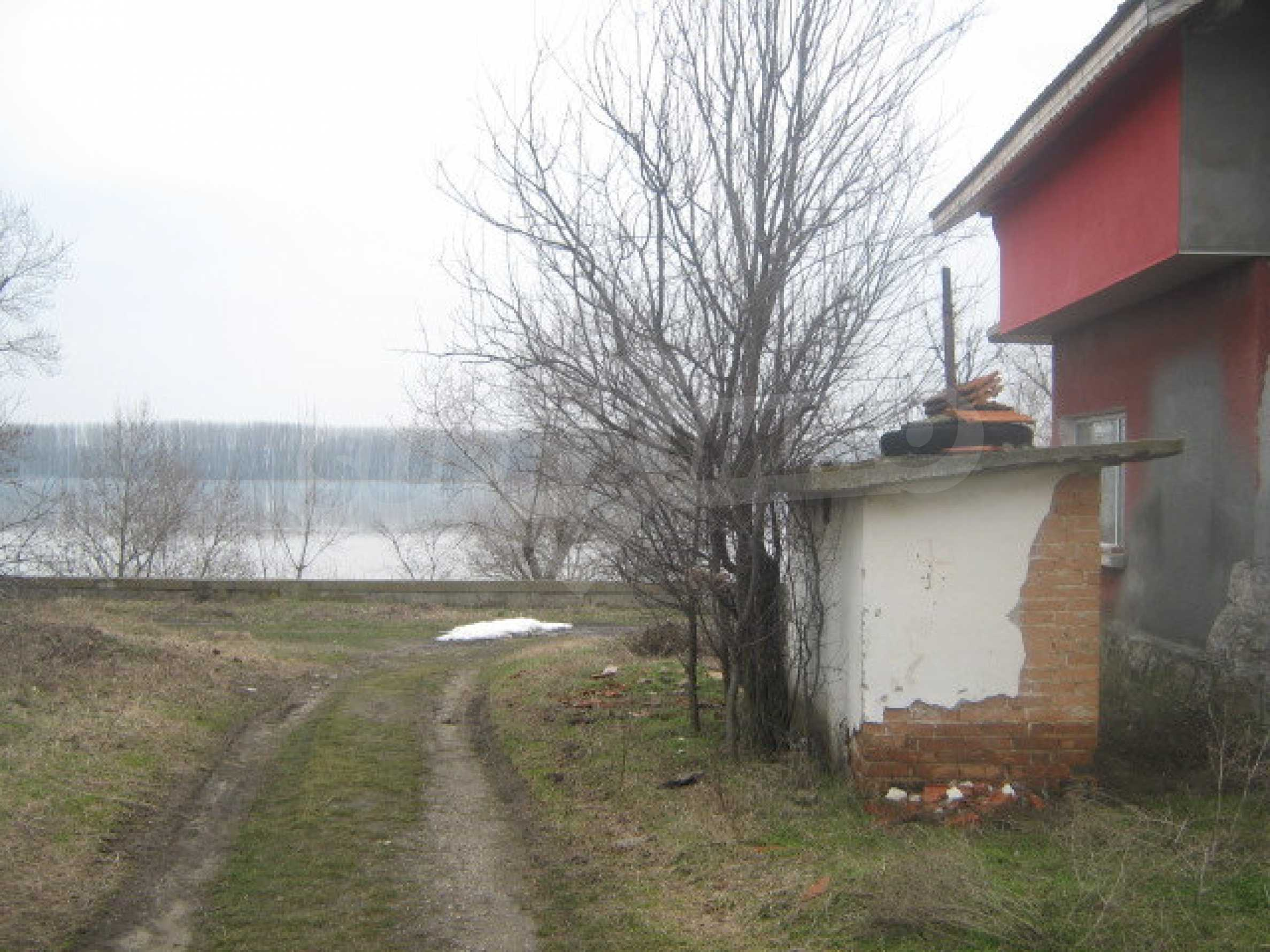 Кокетна вила в голямо село на брега на р.Дунав 6