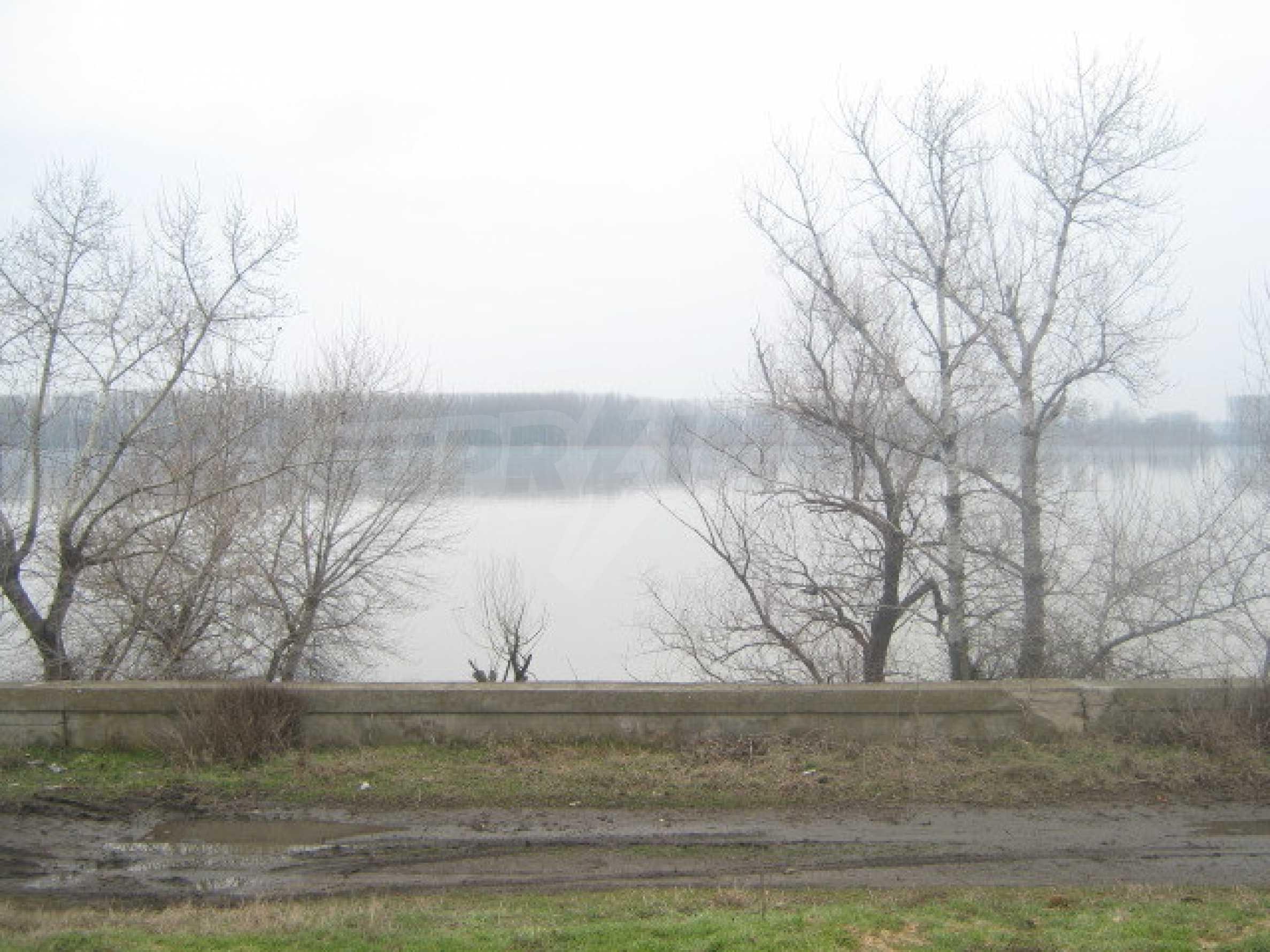 Кокетна вила в голямо село на брега на р.Дунав 5