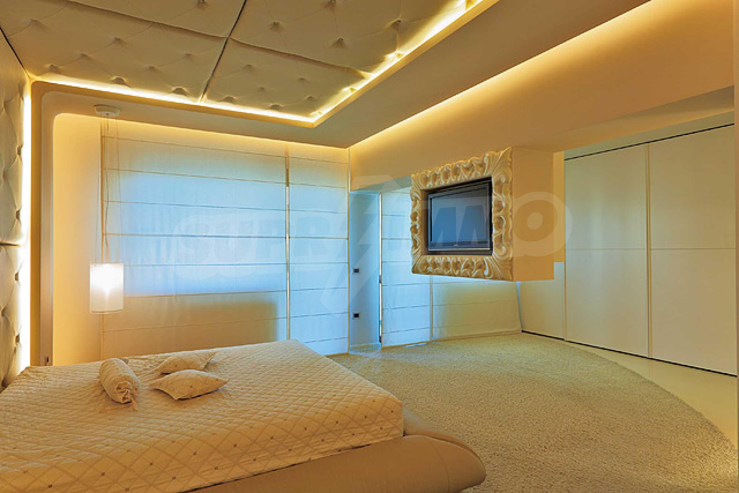 Луксозно обзаведен двустаен апартамент 12
