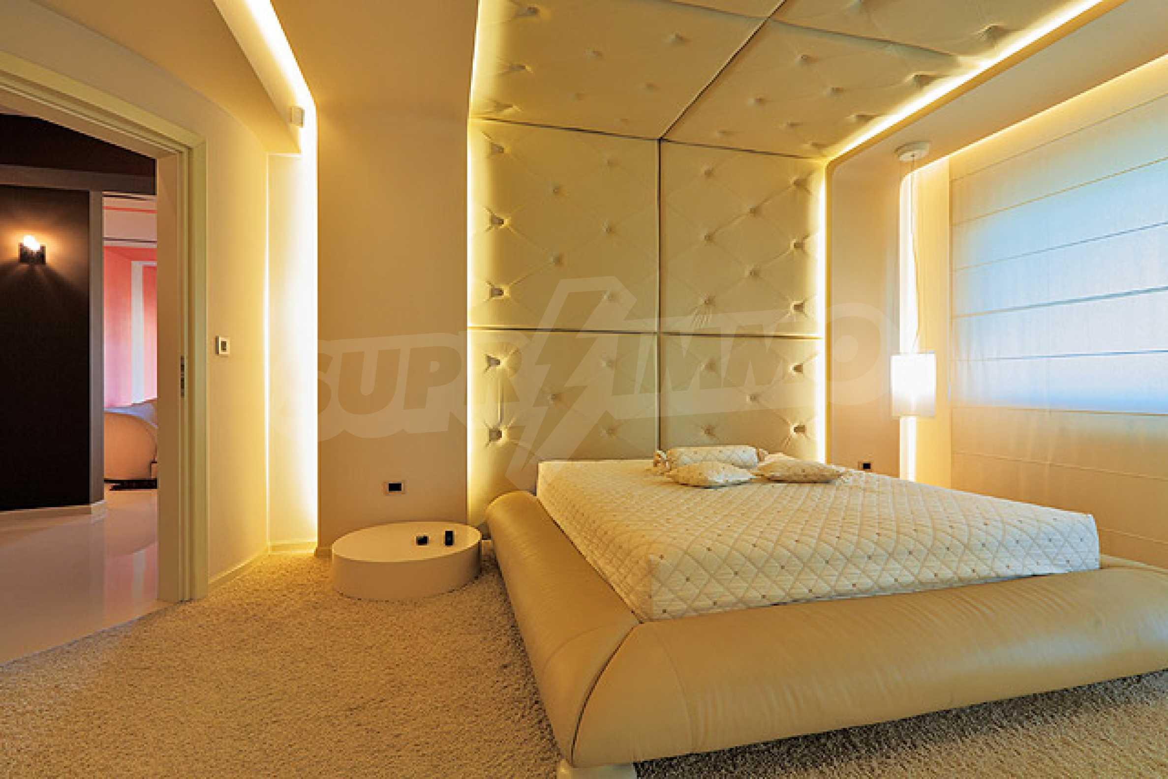 Луксозно обзаведен двустаен апартамент 13