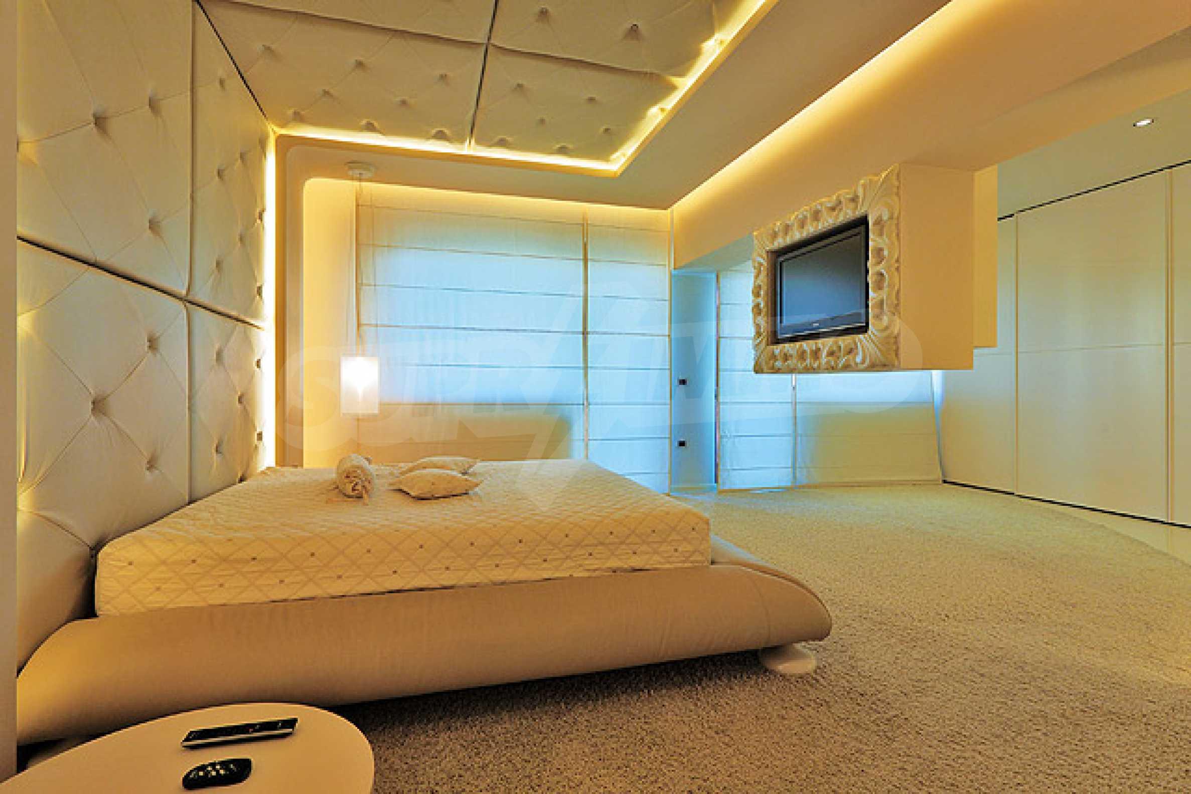 Луксозно обзаведен двустаен апартамент 14