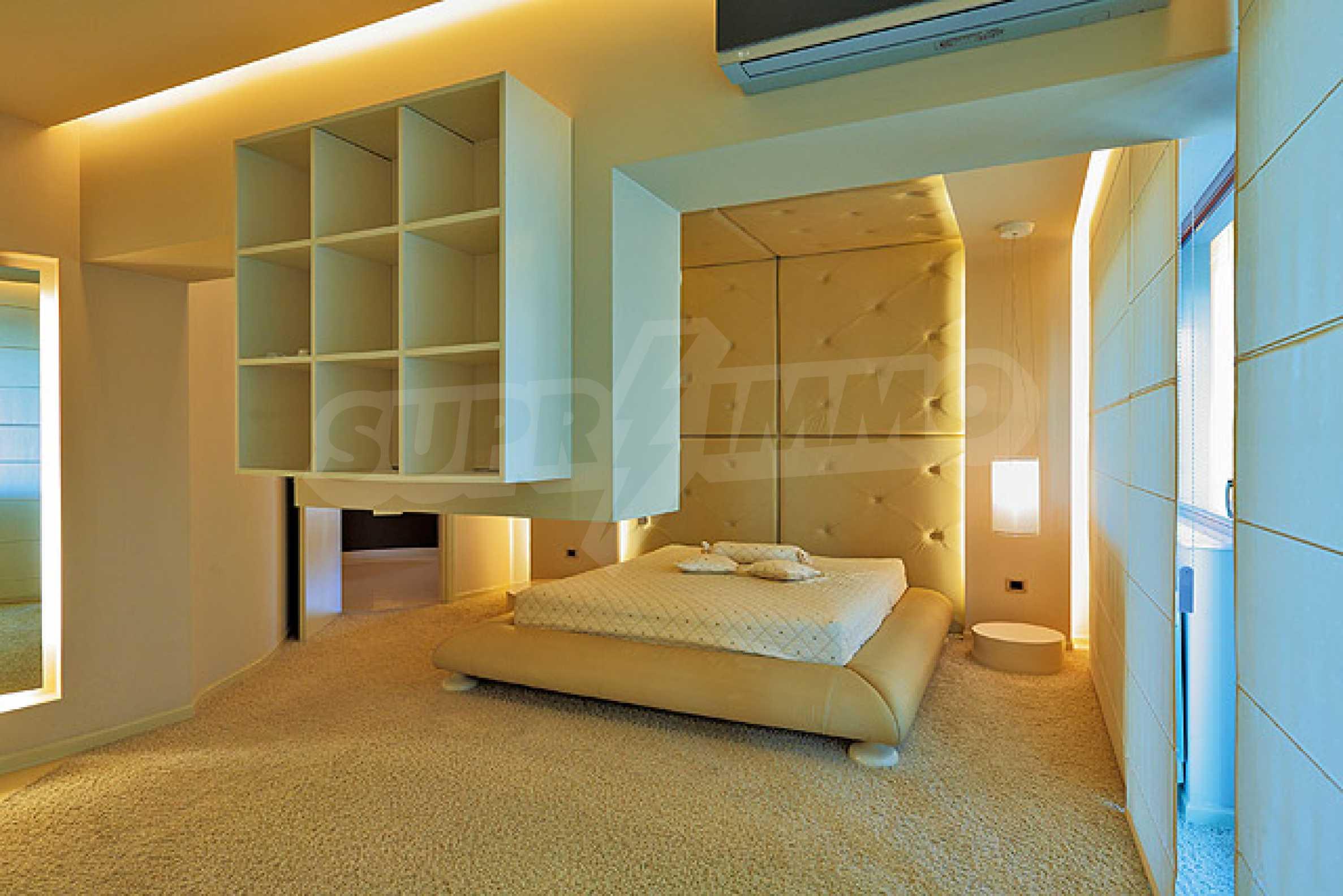 Луксозно обзаведен двустаен апартамент 15