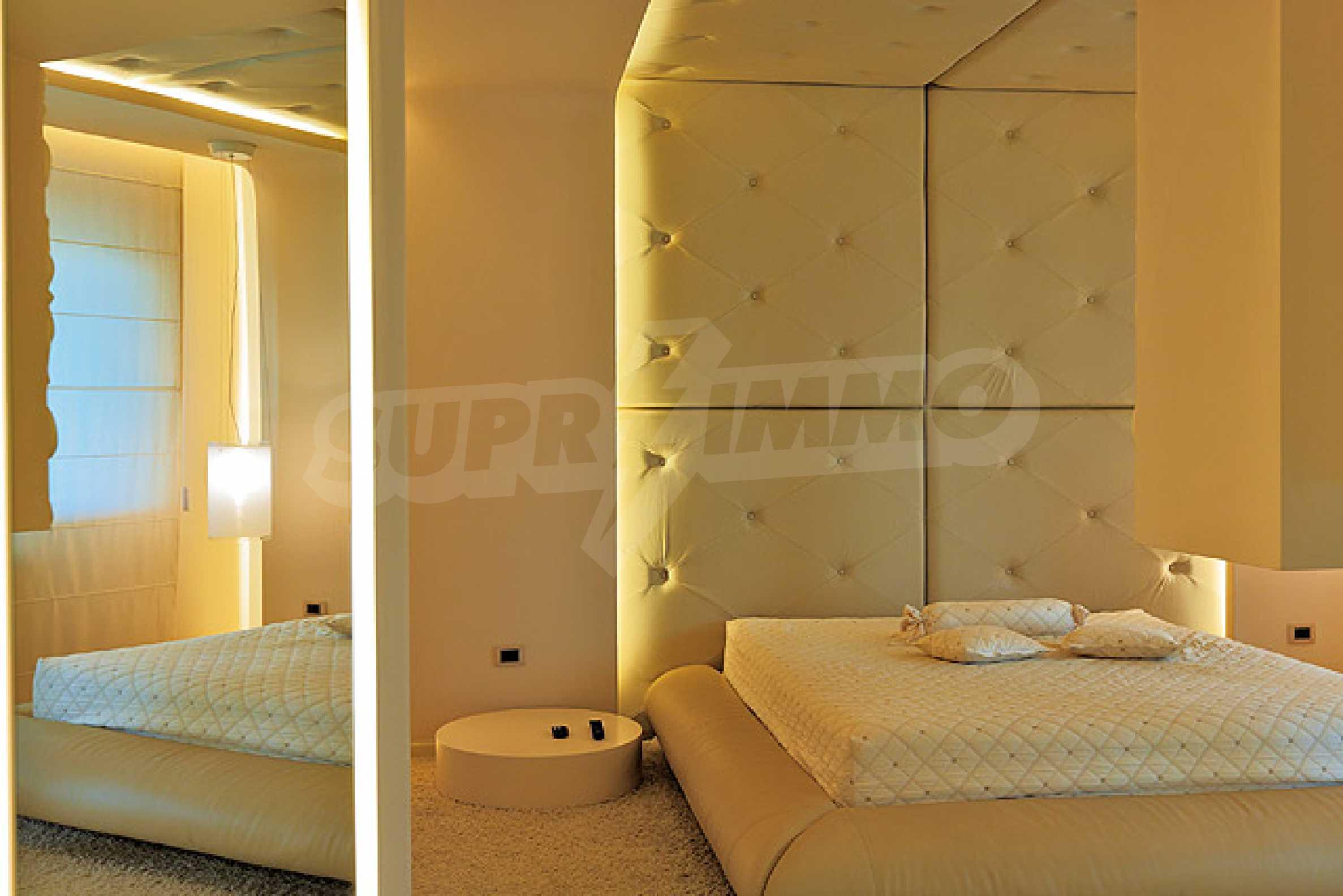 Луксозно обзаведен двустаен апартамент 17