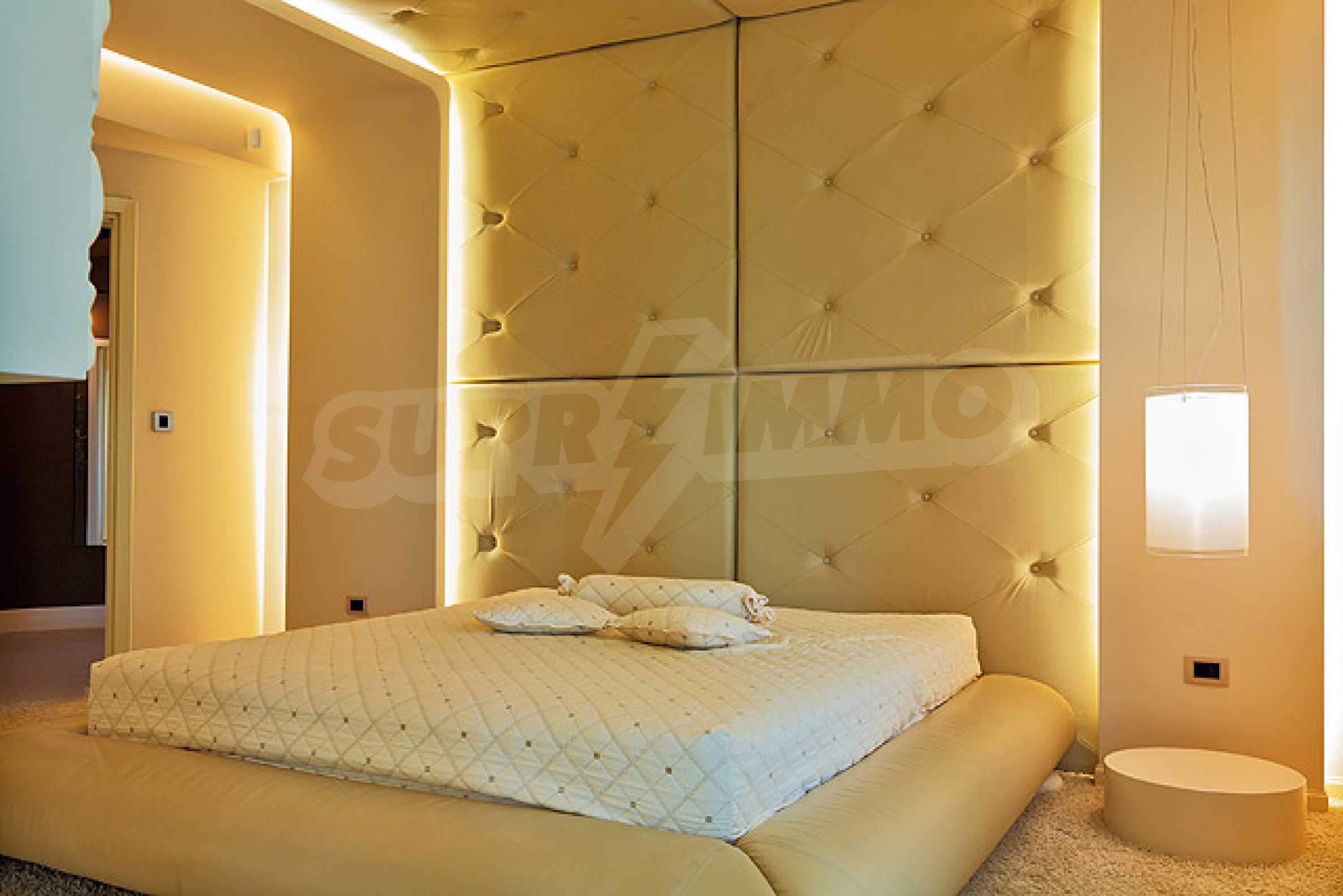 Луксозно обзаведен двустаен апартамент 18