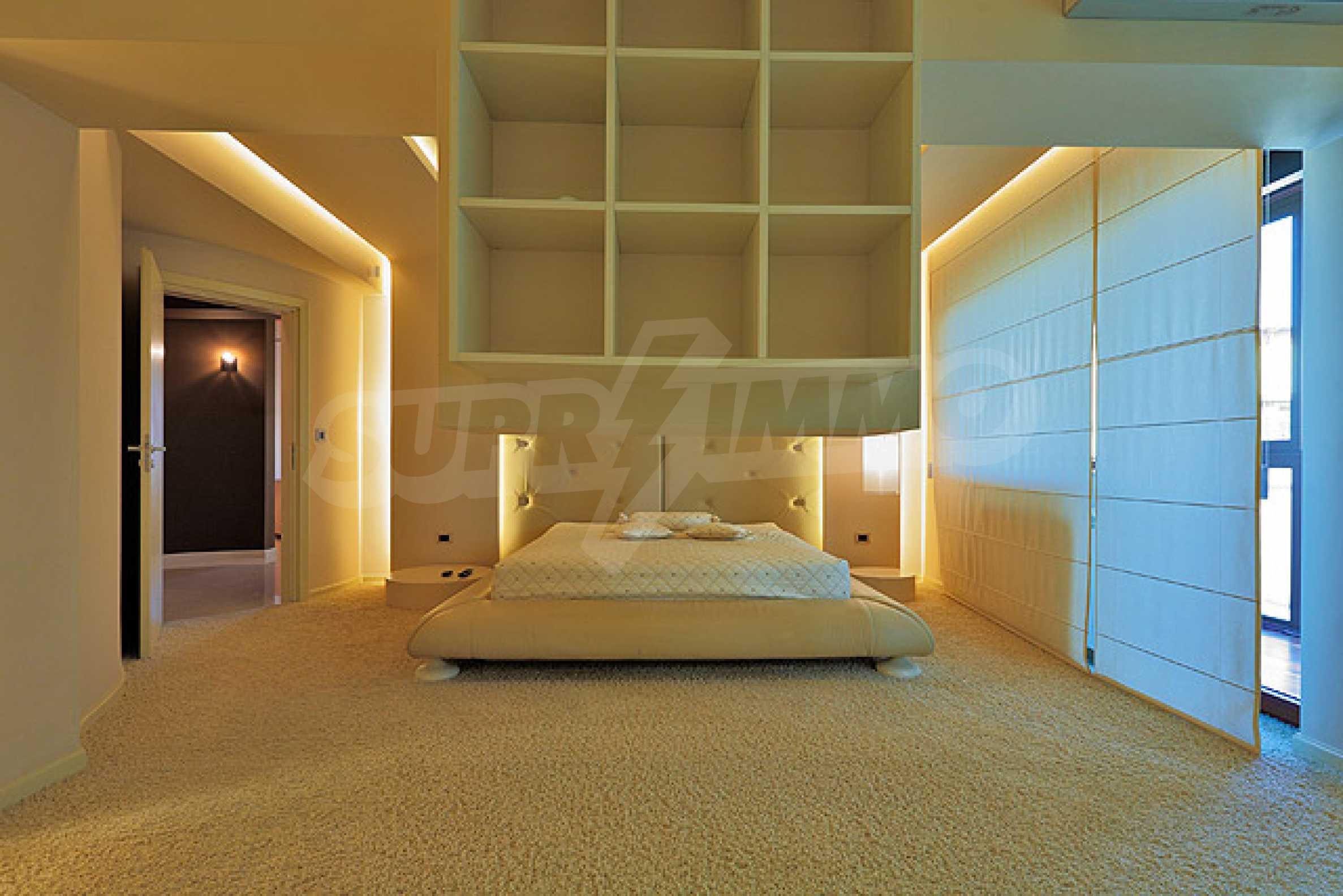 Луксозно обзаведен двустаен апартамент 20