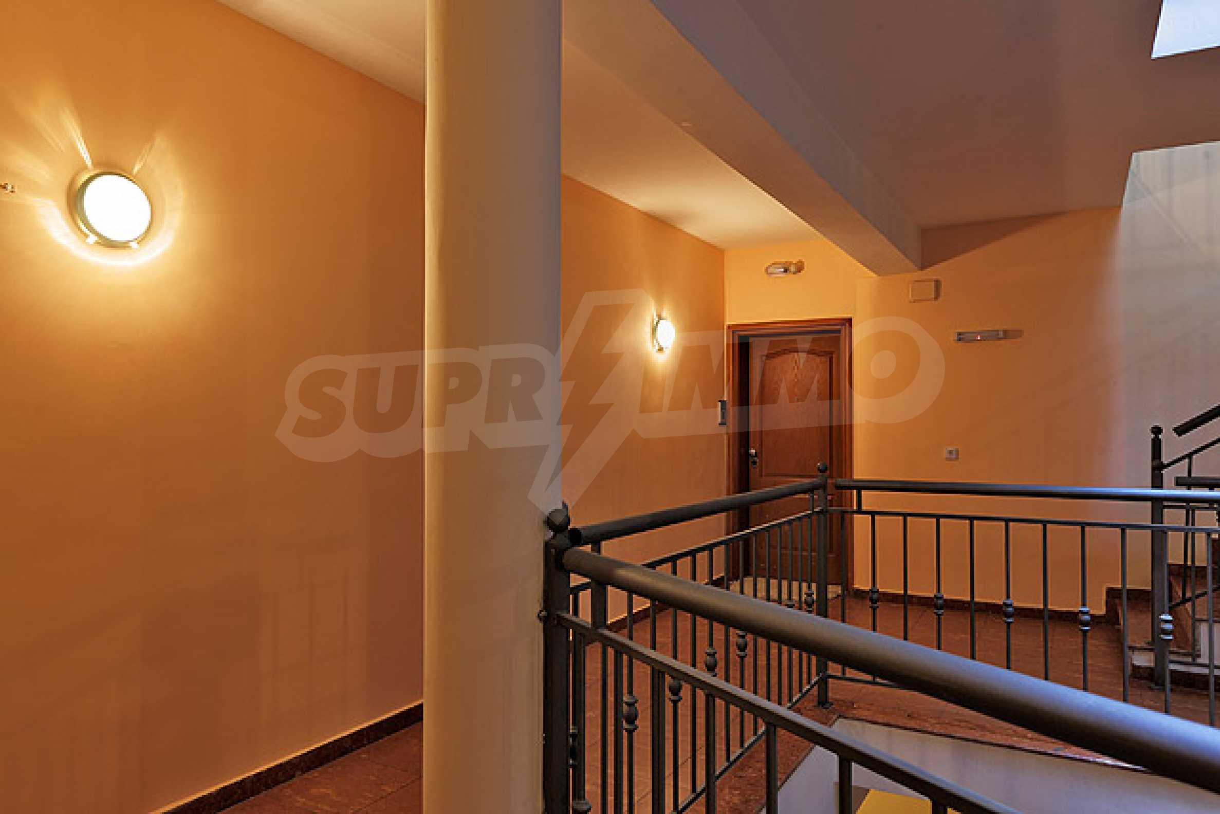 Луксозно обзаведен двустаен апартамент 29