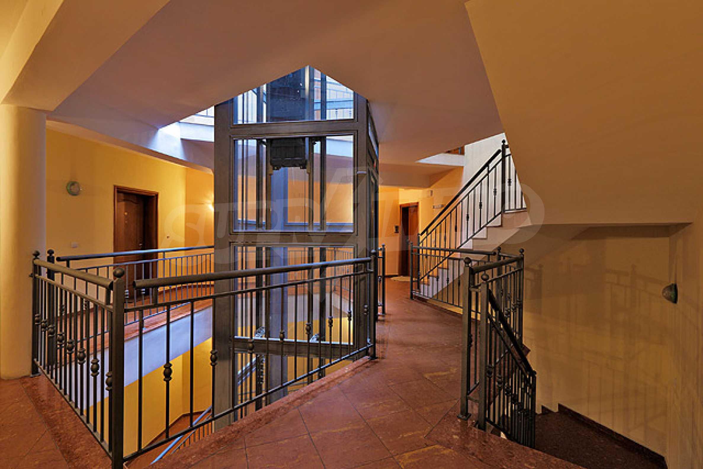 Луксозно обзаведен двустаен апартамент 30