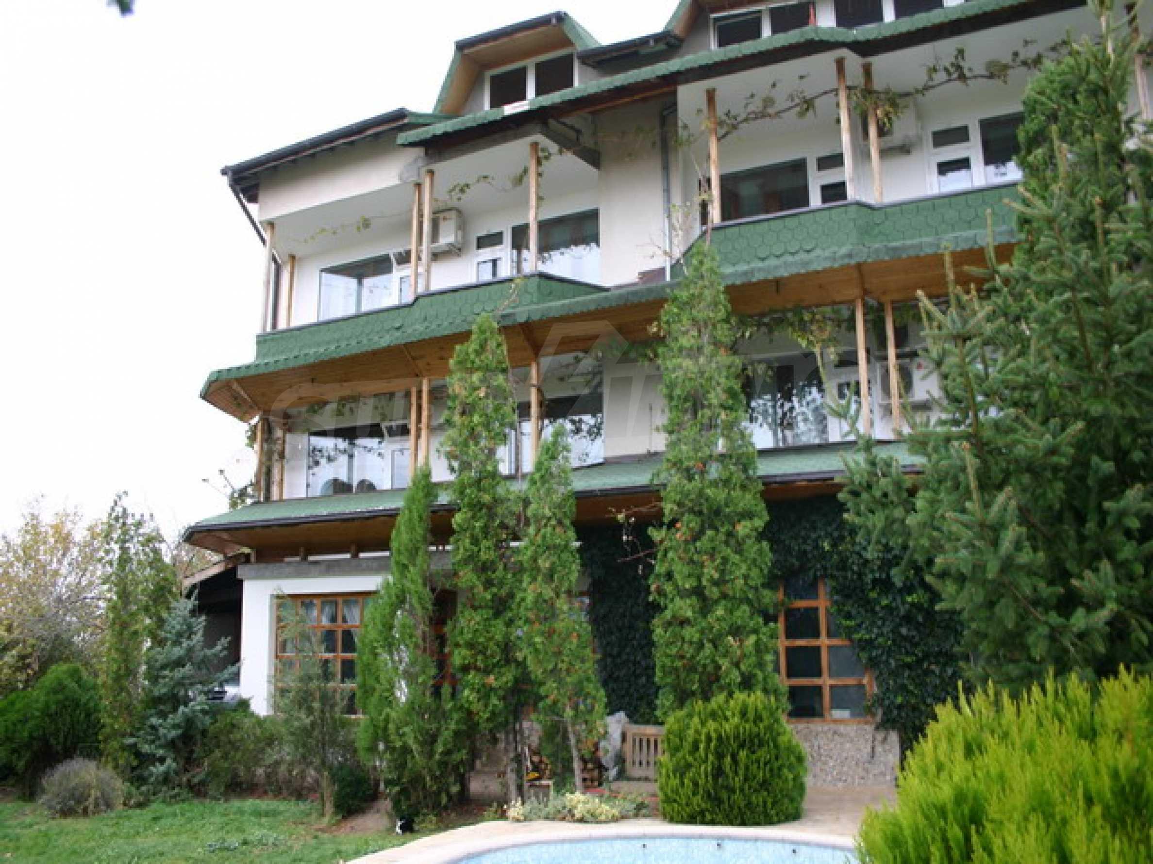 Schönes Haus mit Pool 2