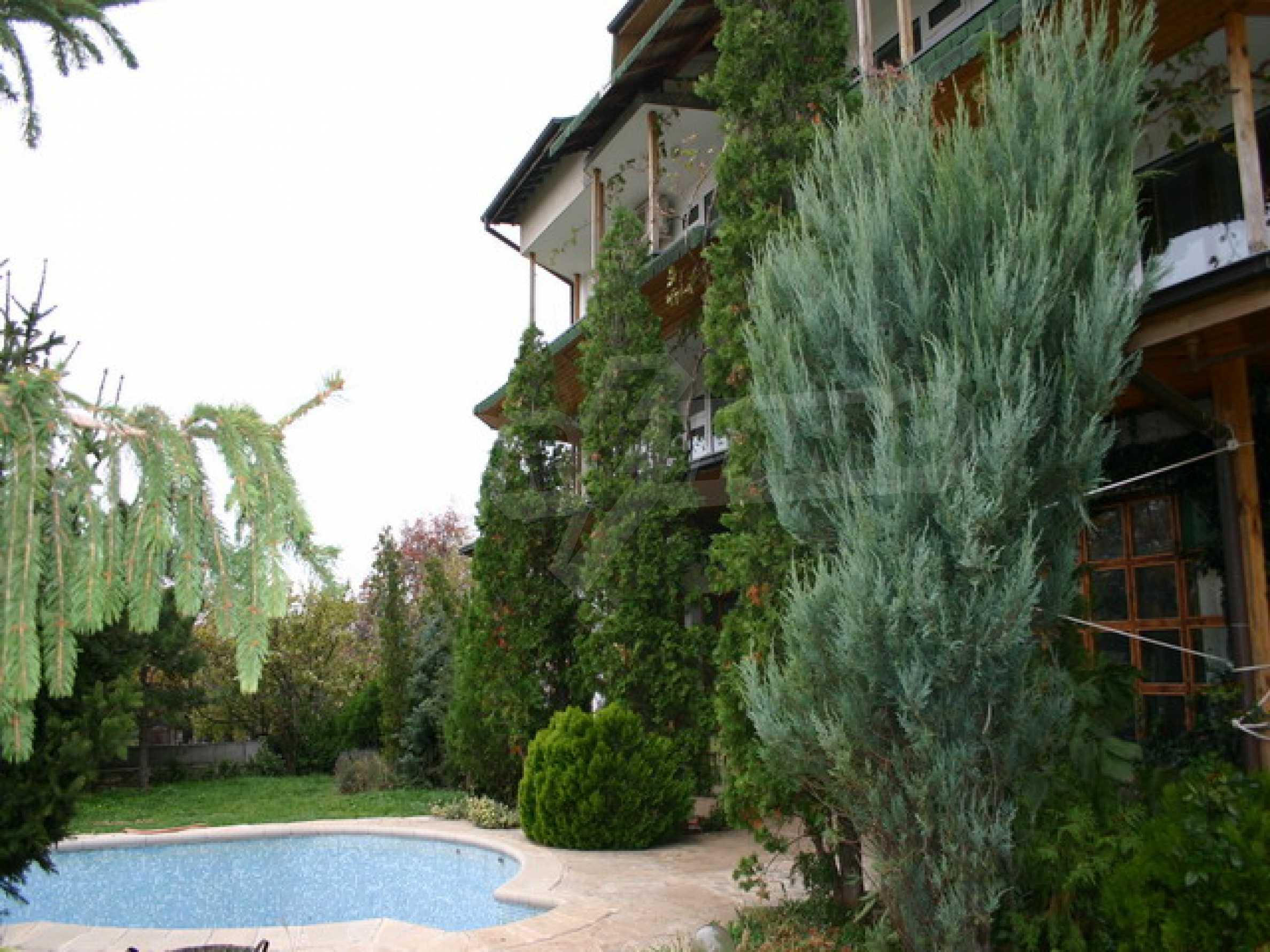 Schönes Haus mit Pool 3