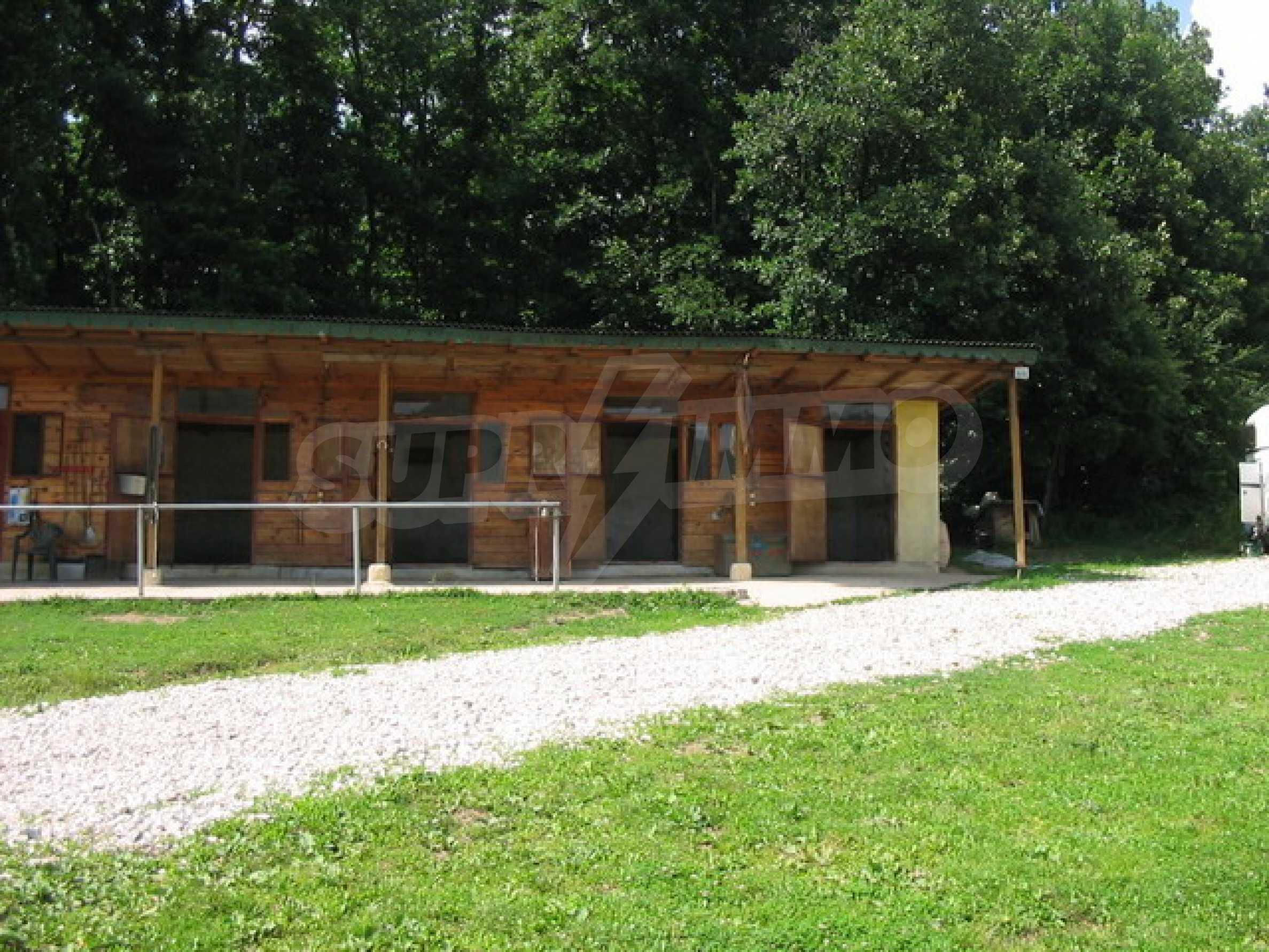 Neu gebautes dreistöckiges Haus in der Nähe von Sevliewo 9