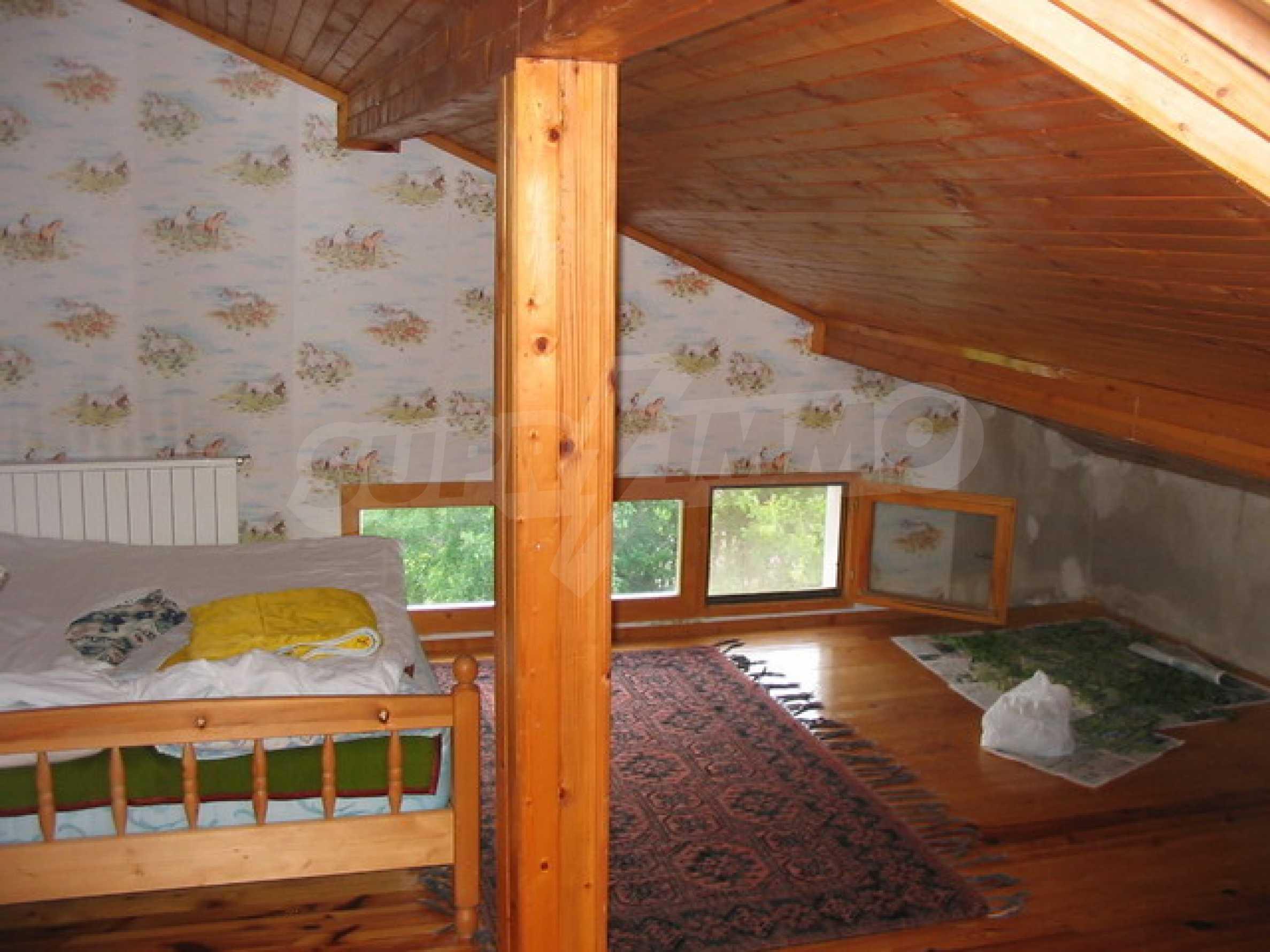 Neu gebautes dreistöckiges Haus in der Nähe von Sevliewo 7