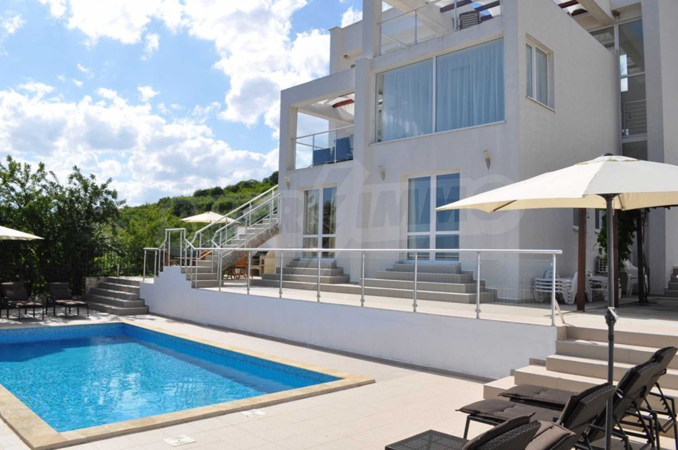 Luxury villa with 4 bedrooms for rent in Albena area