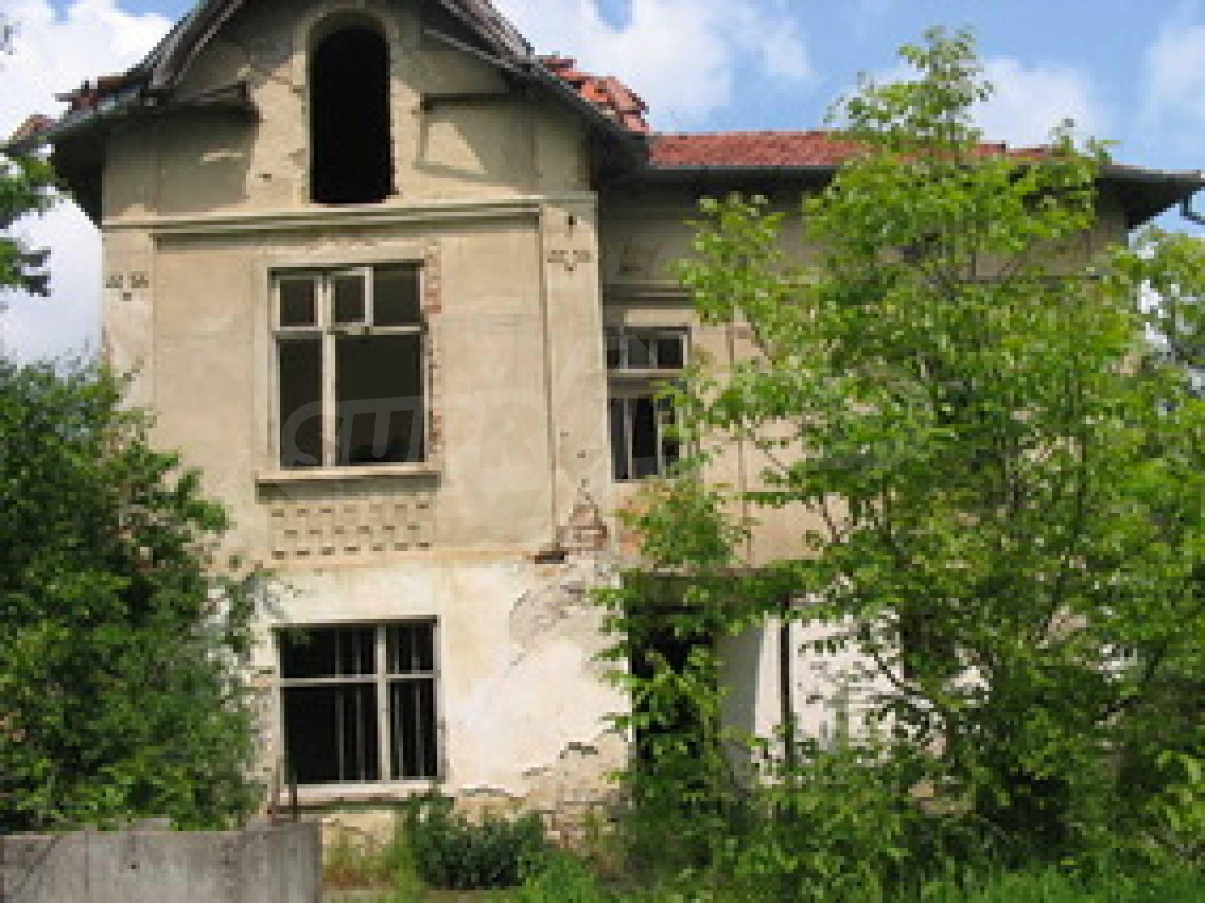 Zweistöckiges Haus mit Hof in einem Dorf, 38 km von Veliko Tarnovo entfernt