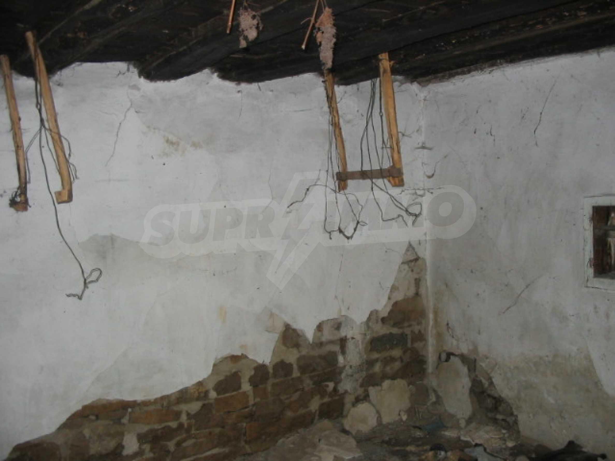 Zweistöckiges Haus mit Hof in einem Dorf, 38 km von Veliko Tarnovo entfernt 3