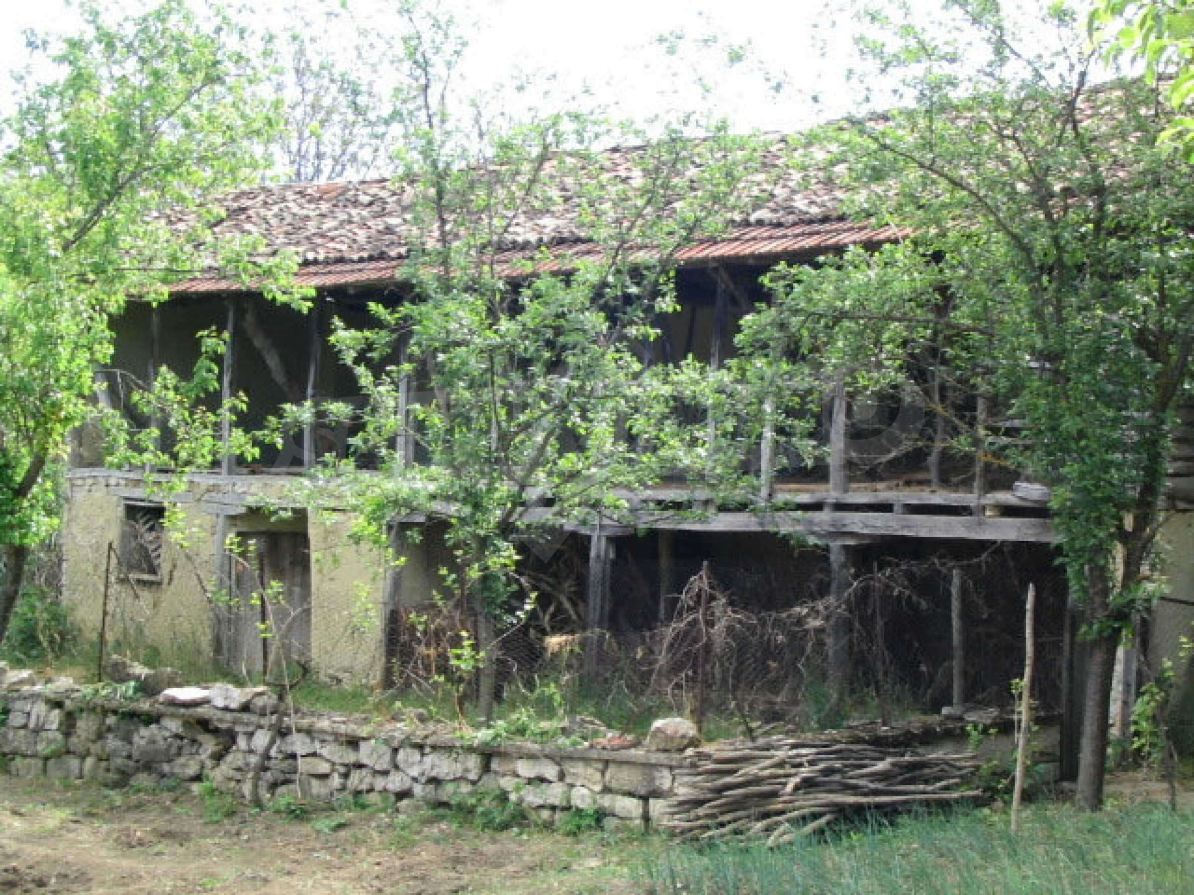 Two-storey house for overhaul in the village of Emen 3