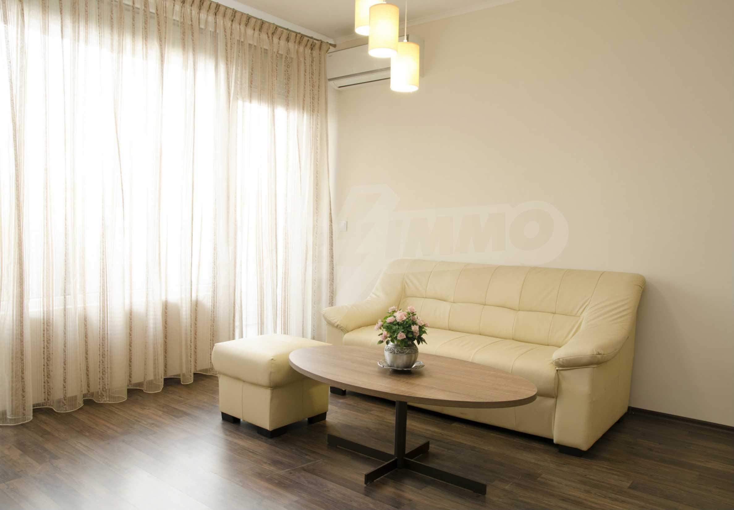 Luxus-Apartment mit einem Schlafzimmer im Royal City Complex 2