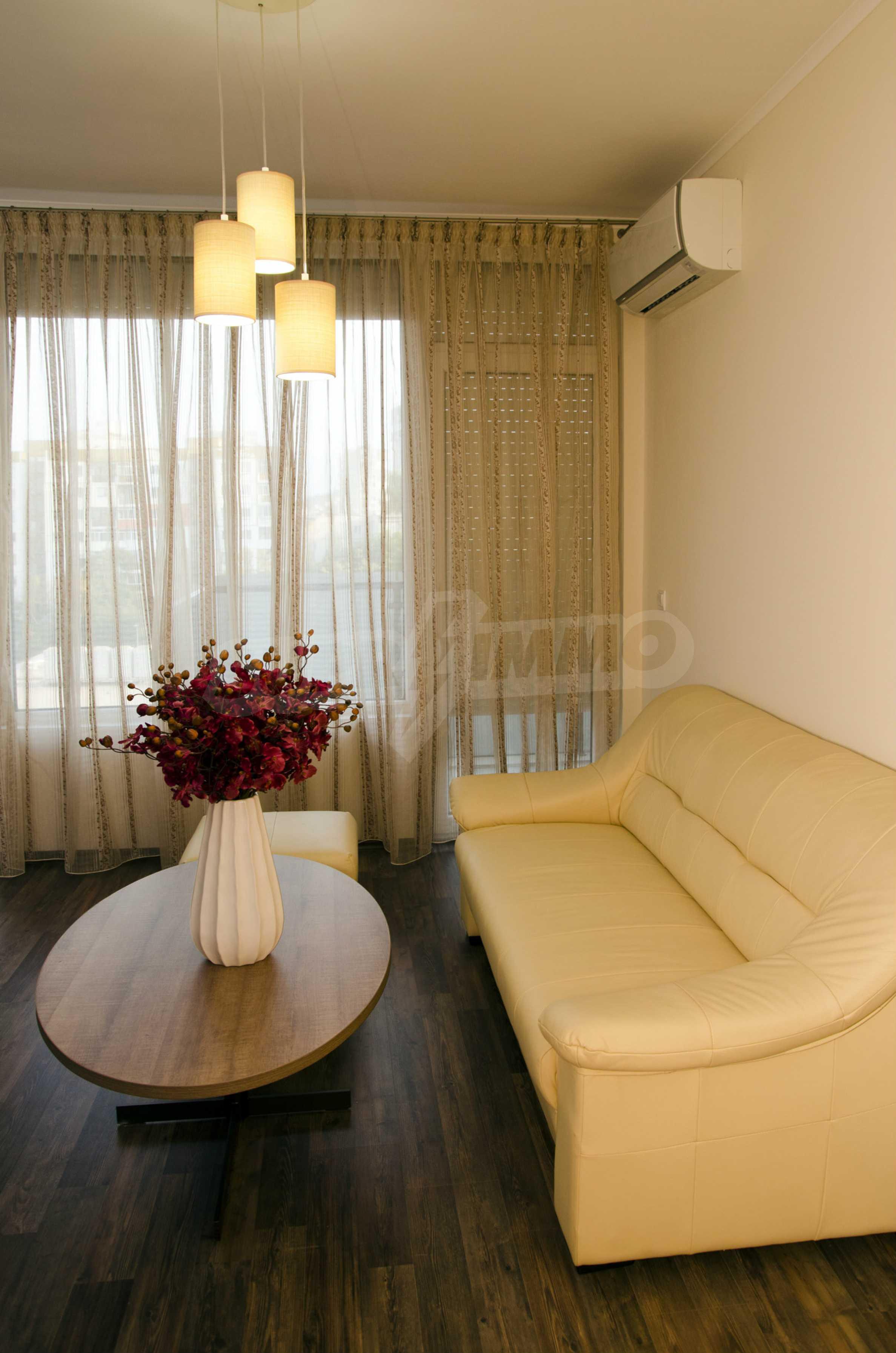 Luxus-Apartment mit einem Schlafzimmer im Royal City Complex 3