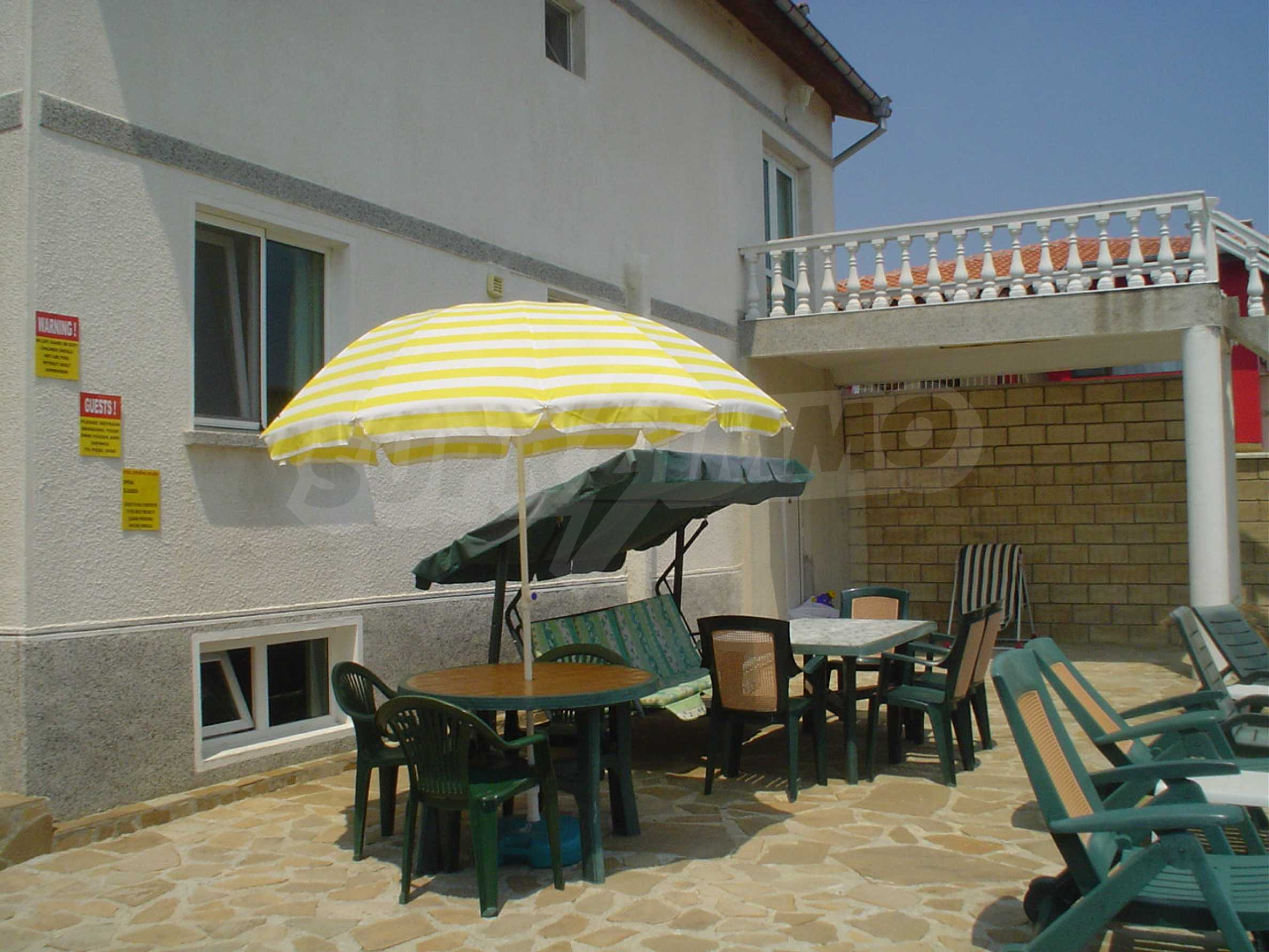 Nice guest house with pool and bar 9