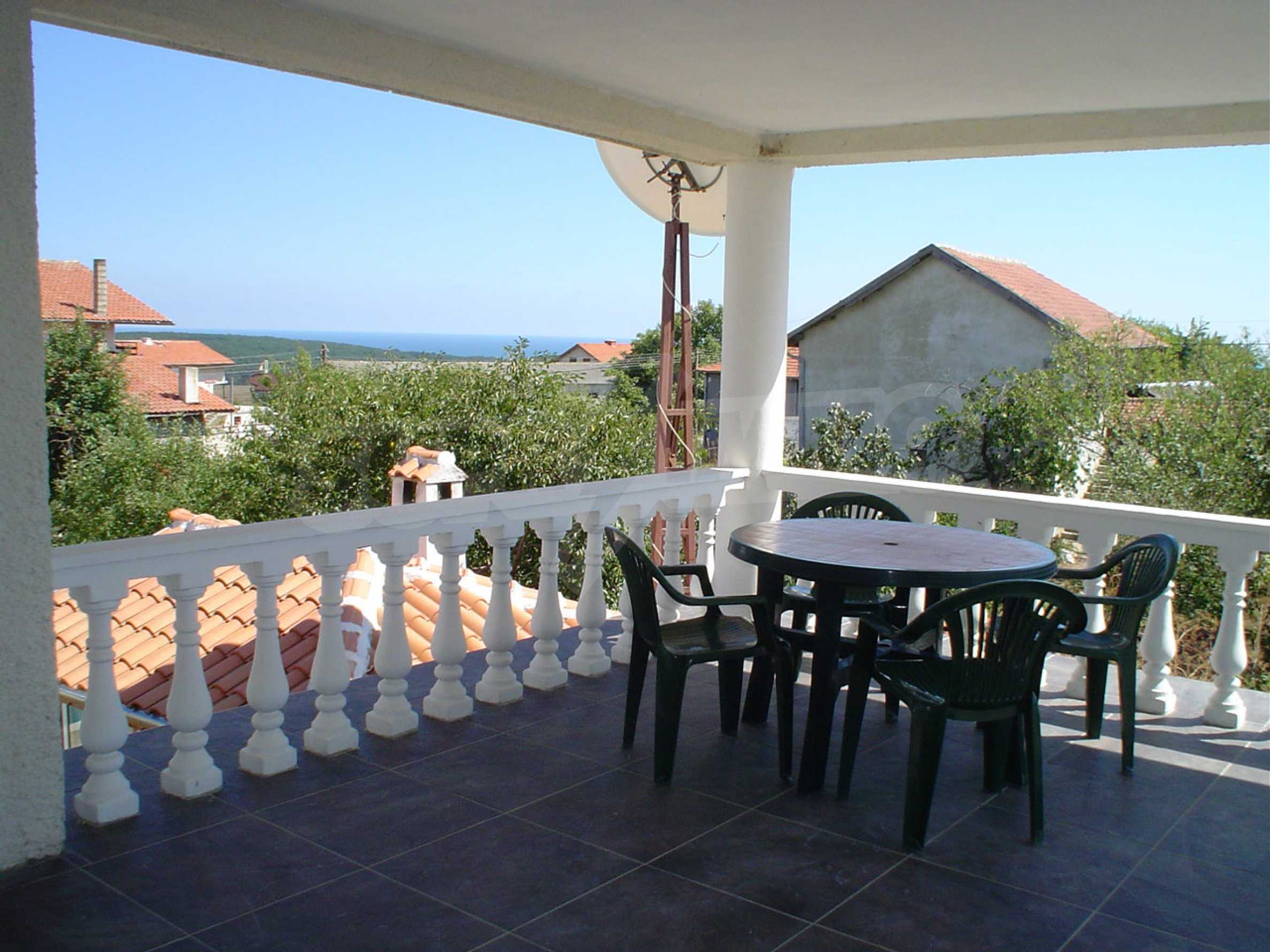 Nice guest house with pool and bar 12