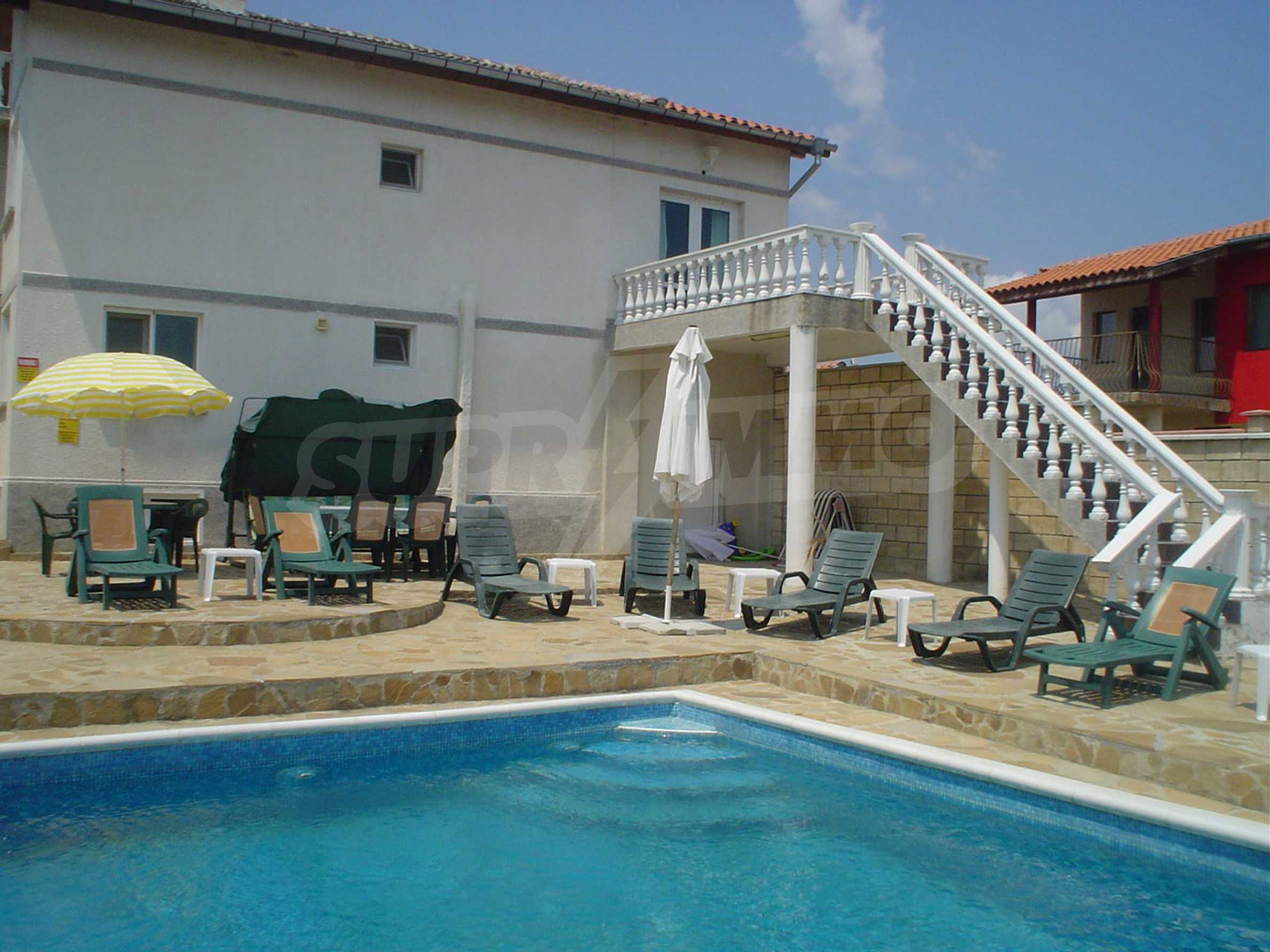 Nice guest house with pool and bar 3