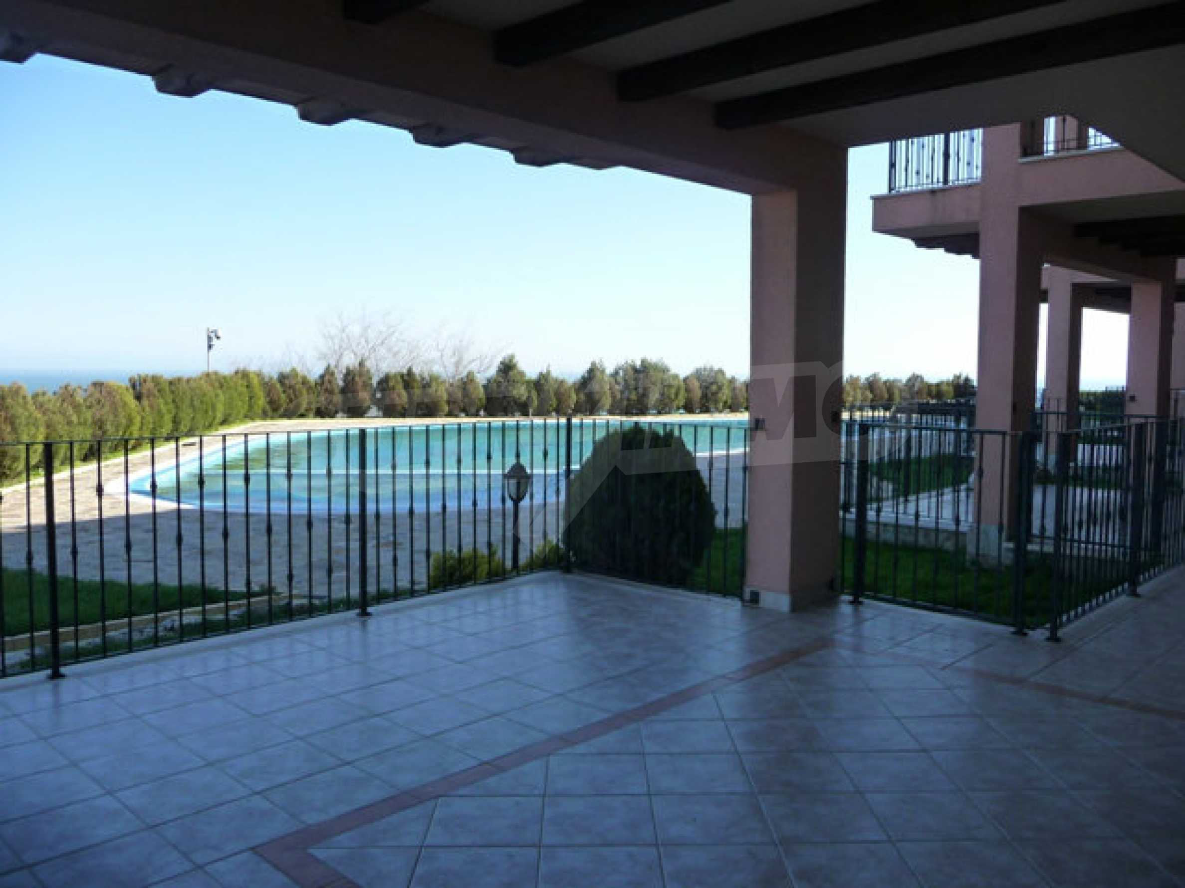 Large 2-bedroom apartment in Kaliakria complex 31