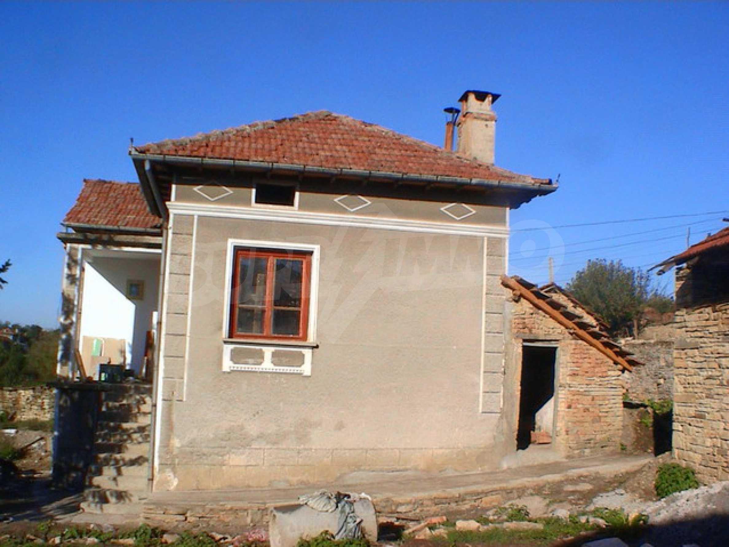 Селски имот в хубаво населено място  1