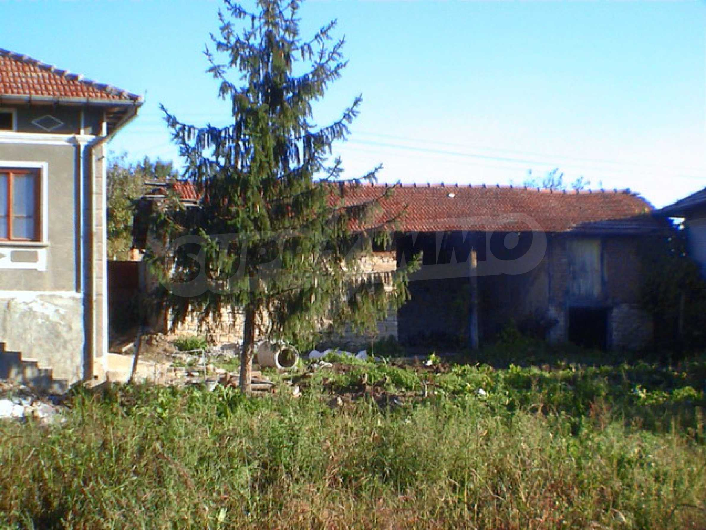 Селски имот в хубаво населено място  8