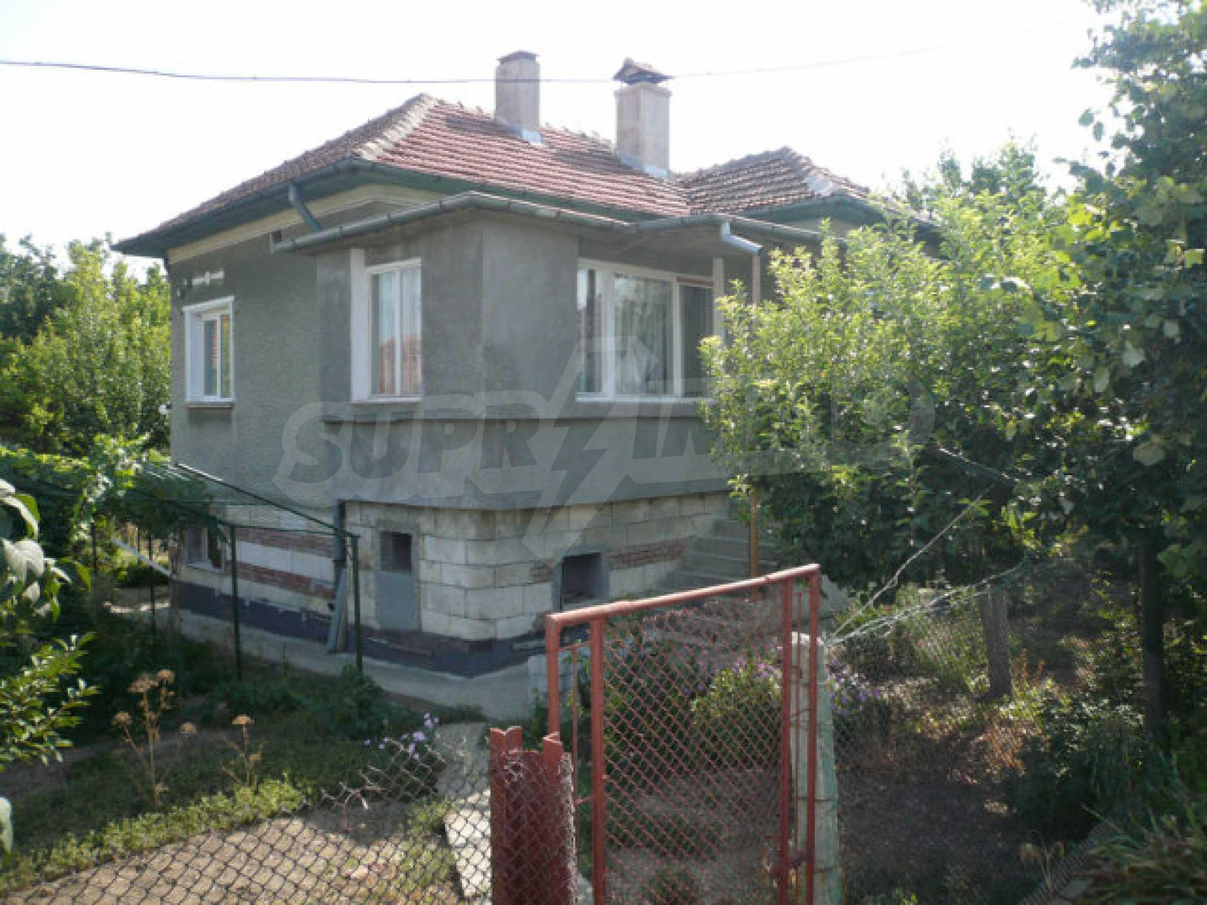 Schönes und solides zweistöckiges Landhaus in der Nähe von Vidin