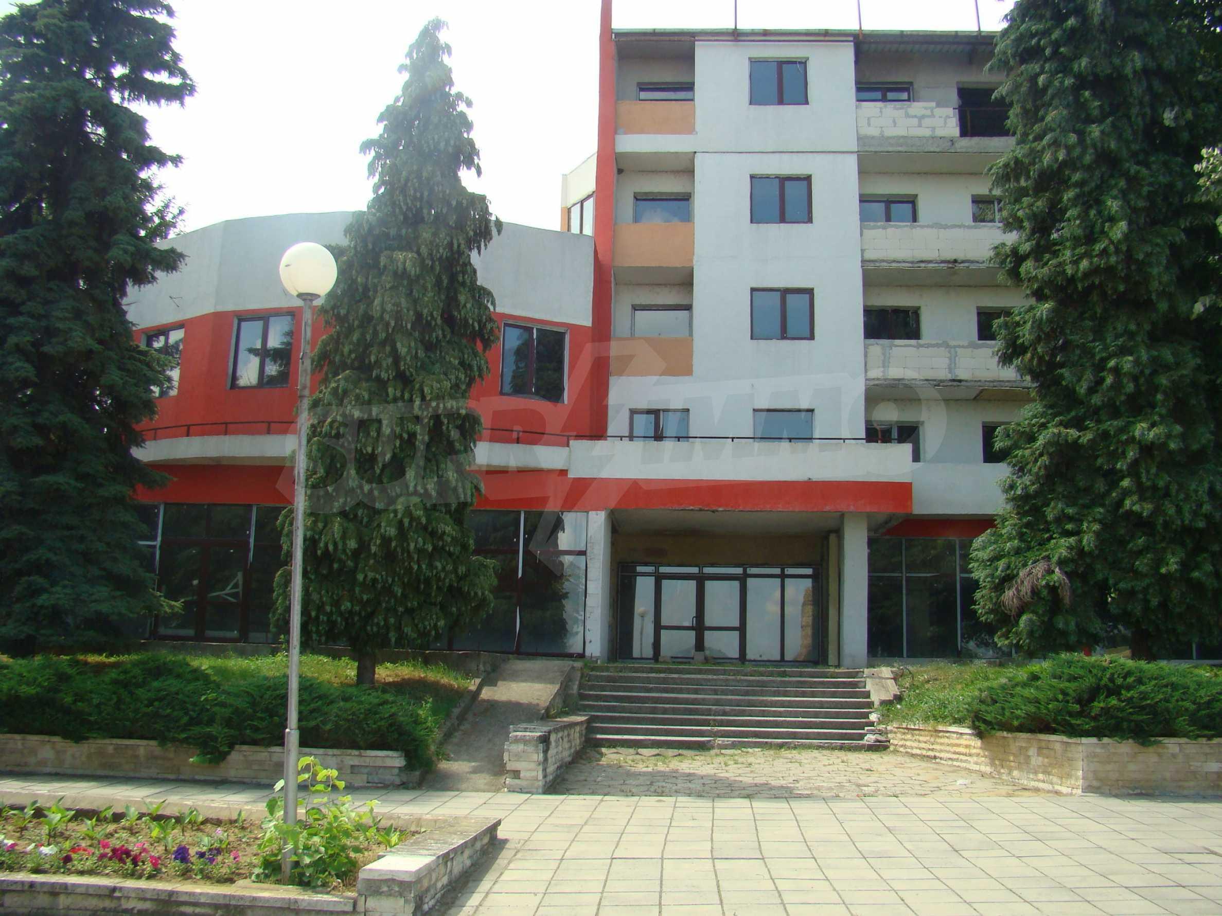 Сграда за инвестиция в центъра на град Кула 10