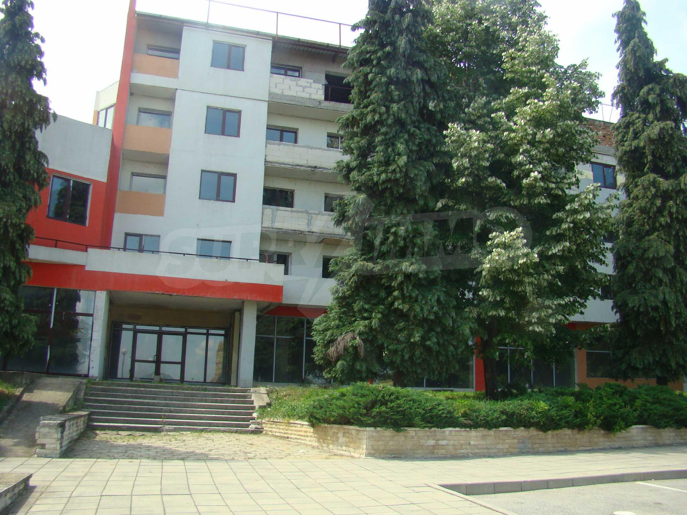Сграда за инвестиция в центъра на град Кула 11